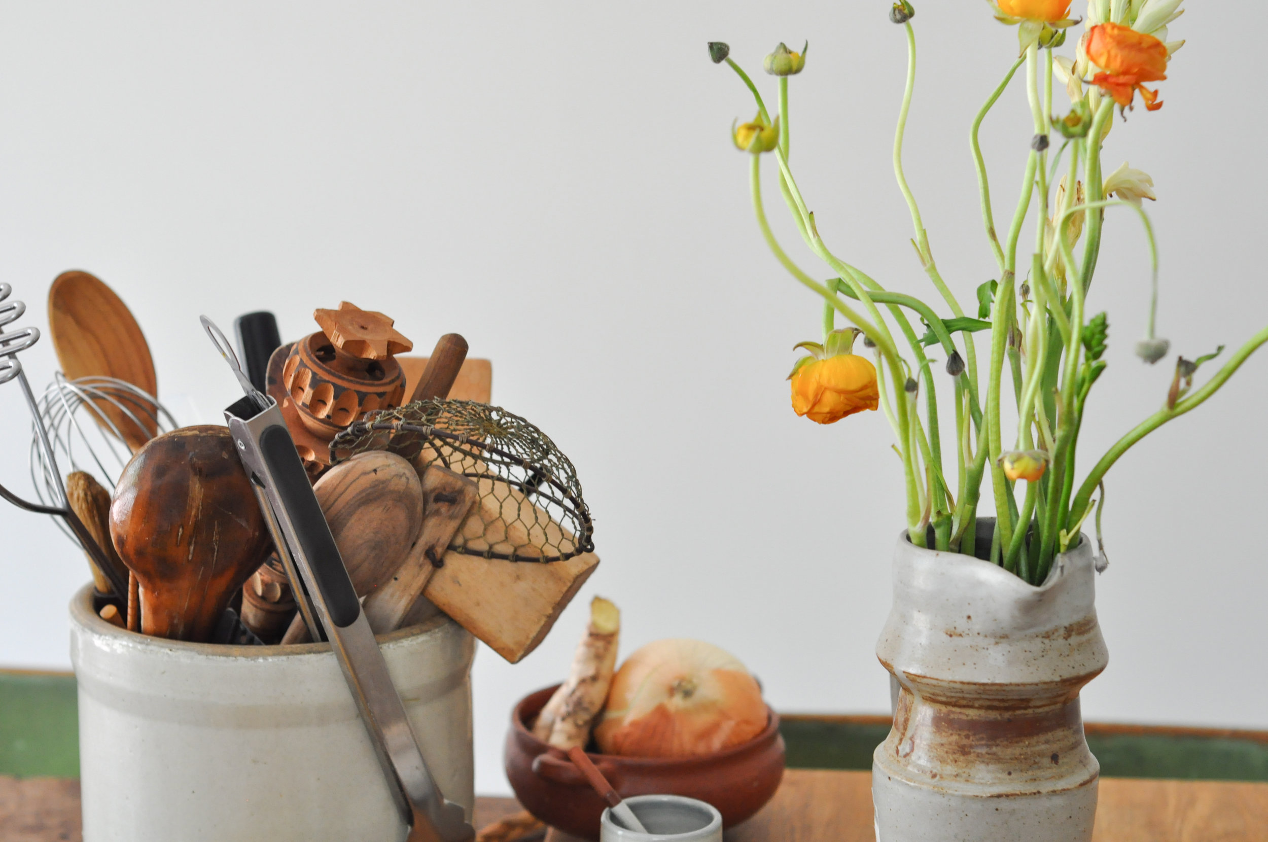 to-be-magnetic-flowers-kitchen