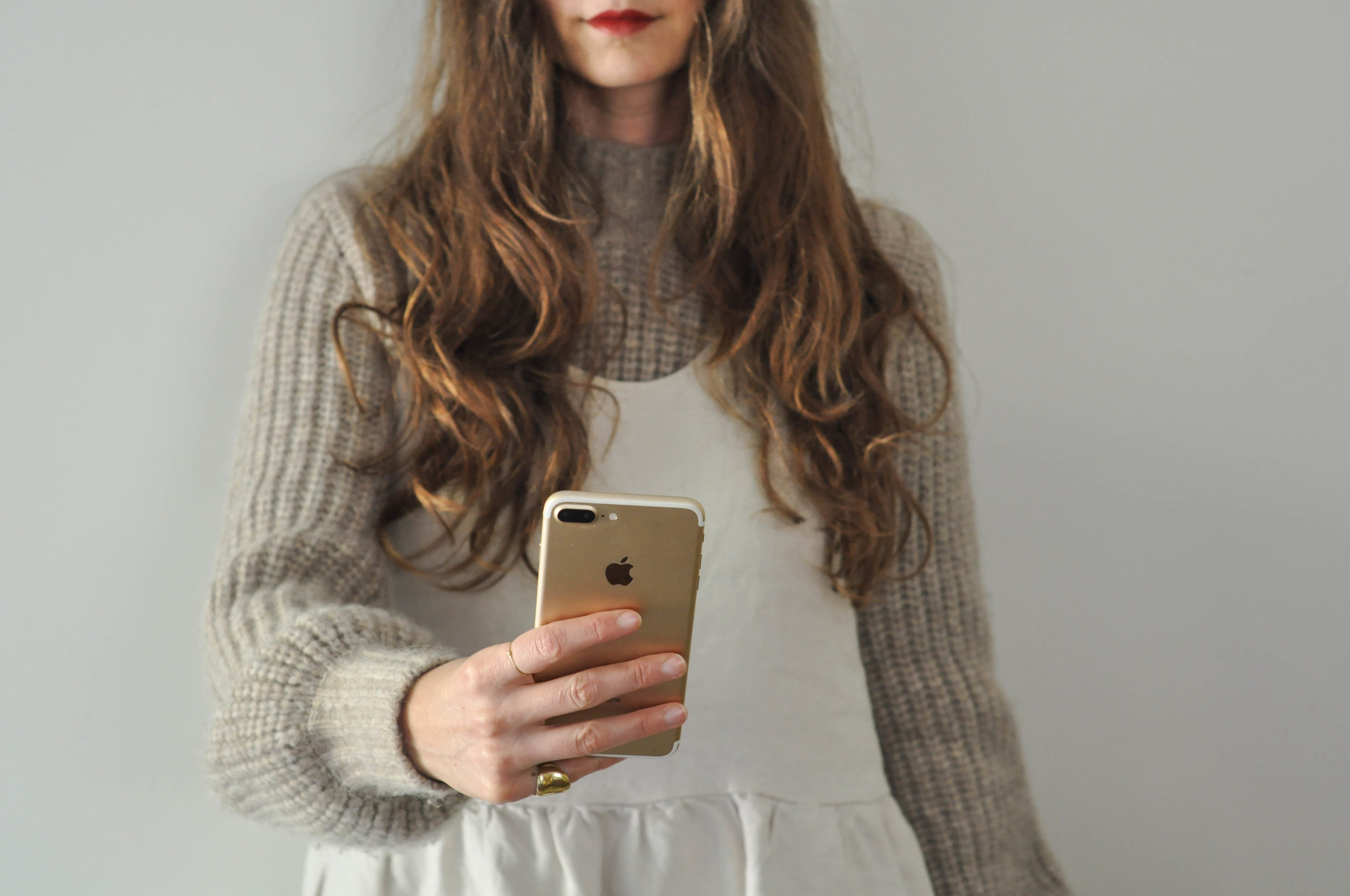 free-and-native-dress_iphone_red_lips_sweater_long_hair_1 (1 of 1).jpg