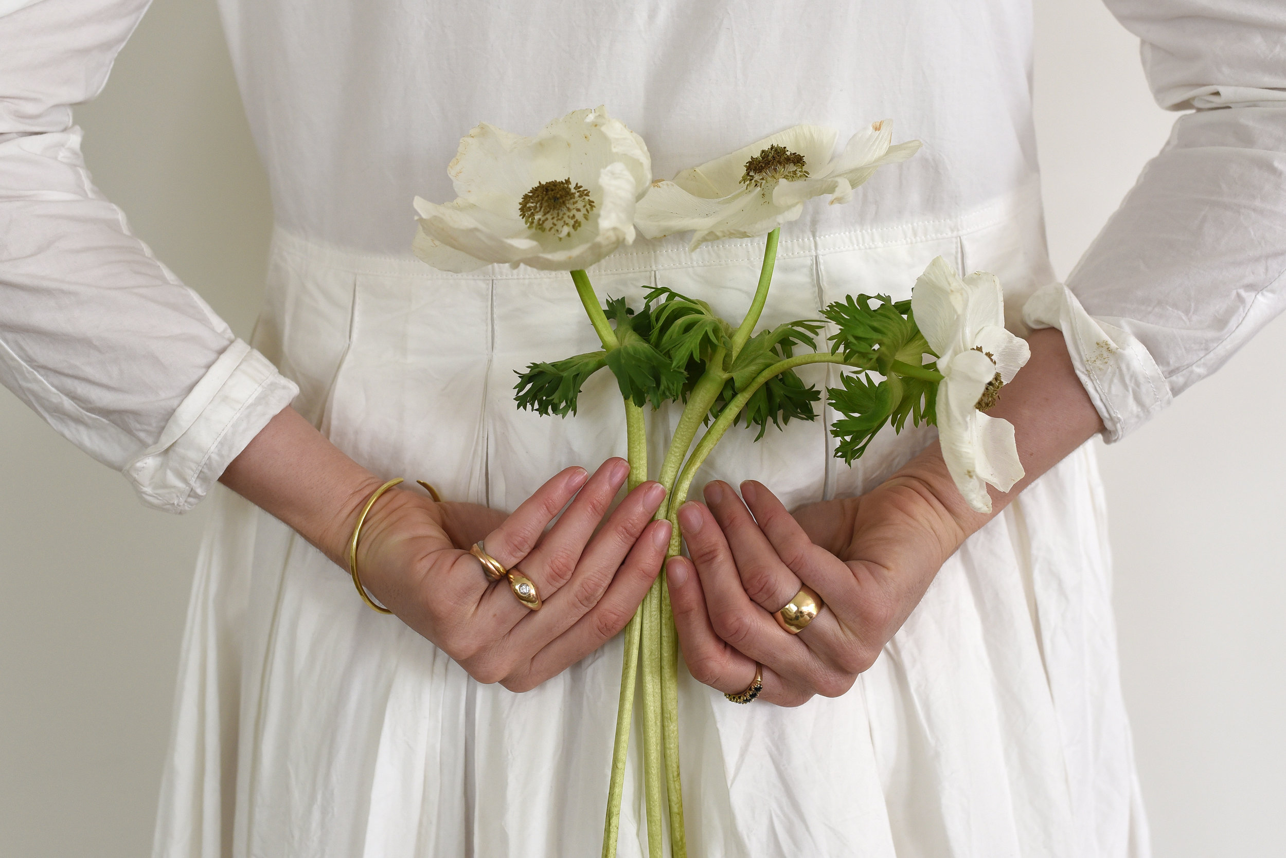 to-be-magnetic-flowers-rings-hand-dress-trust
