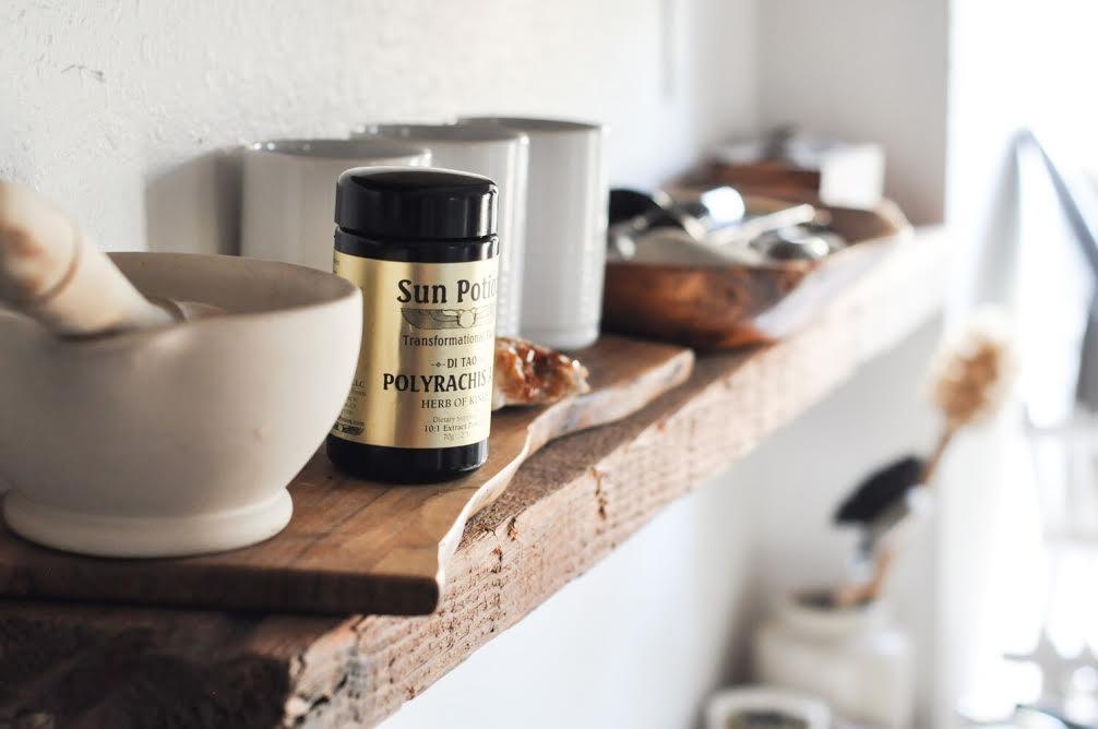 free-and-native-kitchen-shelf