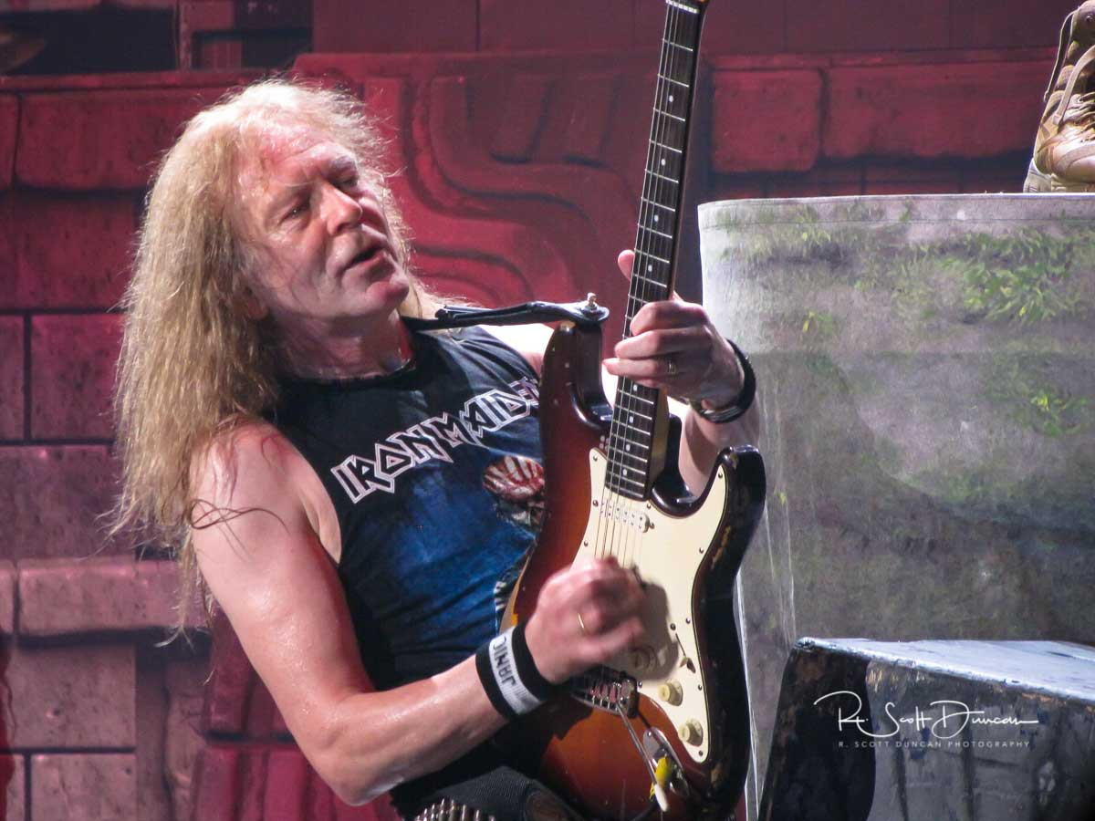 iron-maiden-janick-gers-guitar-book-of-souls-tour-2017.jpg