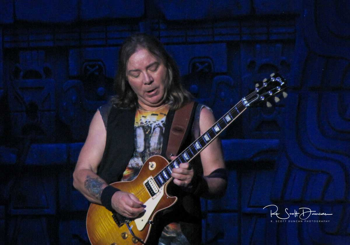 iron-maiden-dave-murray-guitar-book-of-souls-tour-2017-b.jpg