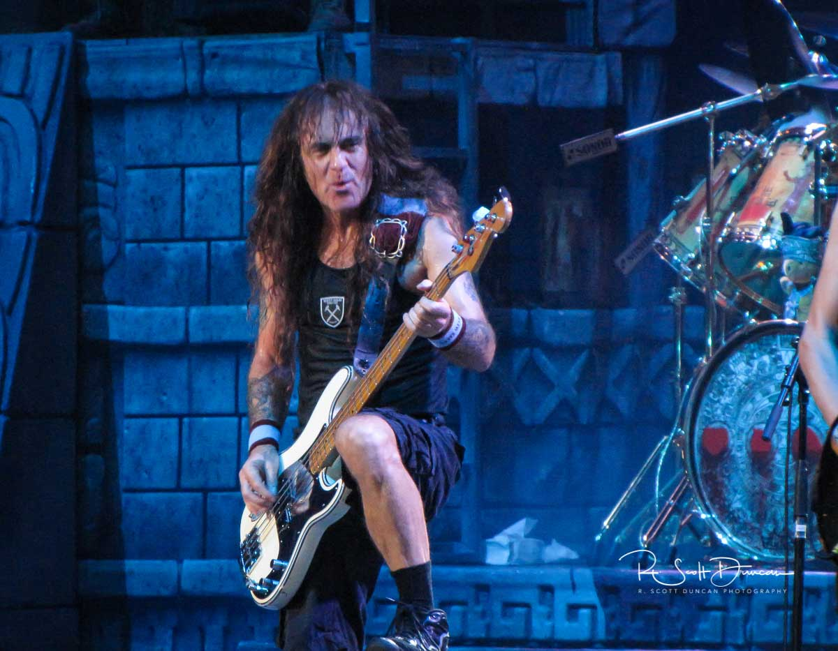 iron-maiden-steve-harris-bass-guitar-book-of-souls-tour-2017-a.jpg