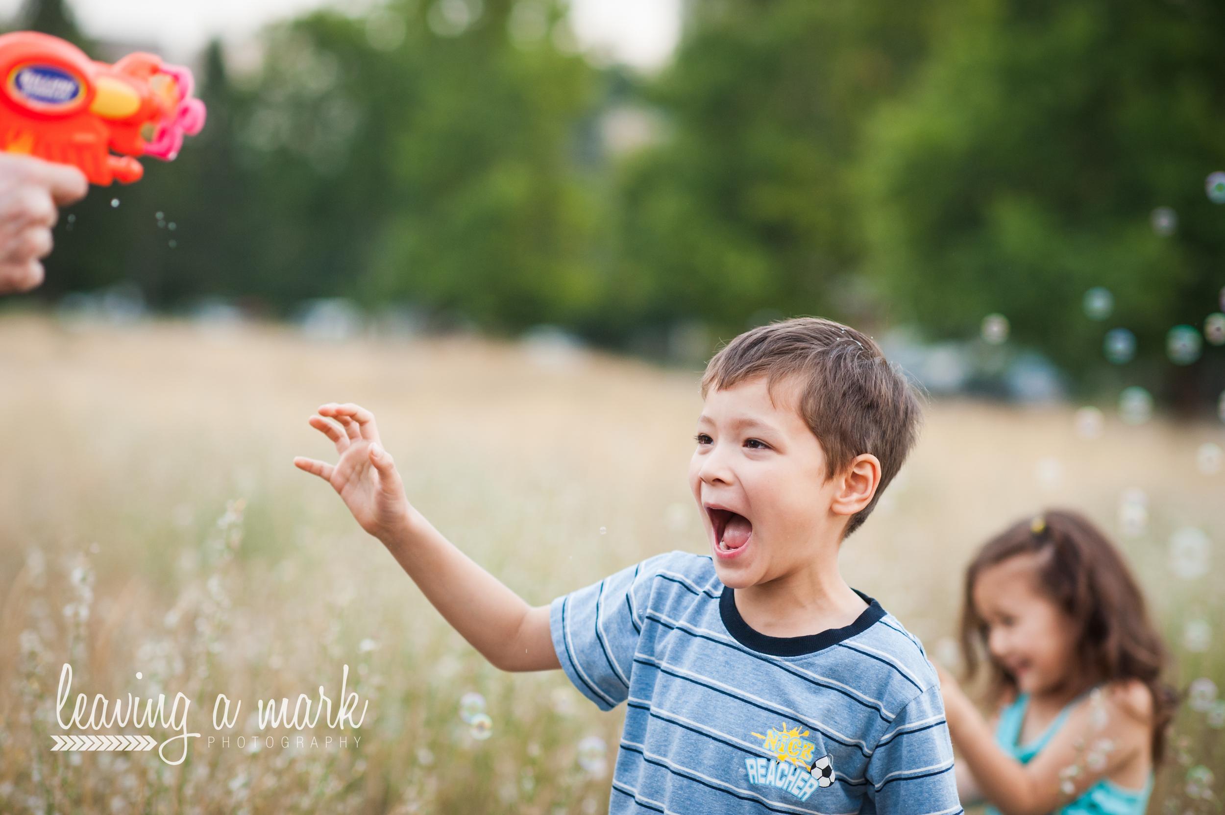 siblings, bubbles, summer
