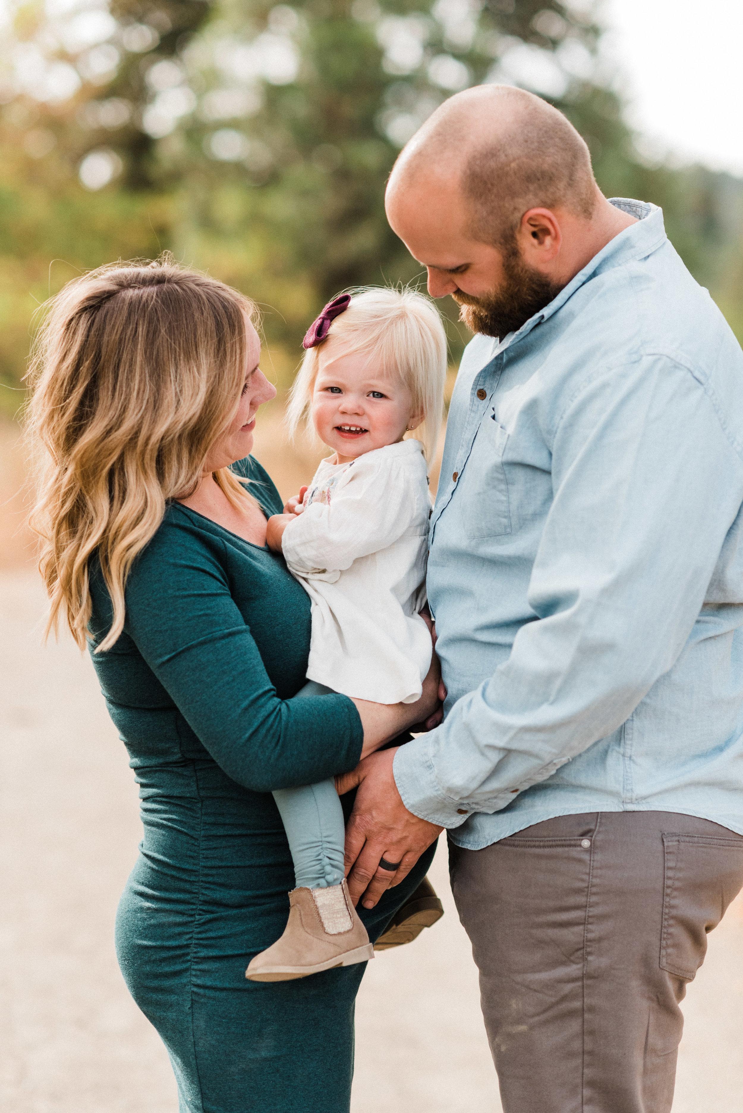 spokane_fall_family_maternity_session (7 of 16).jpg