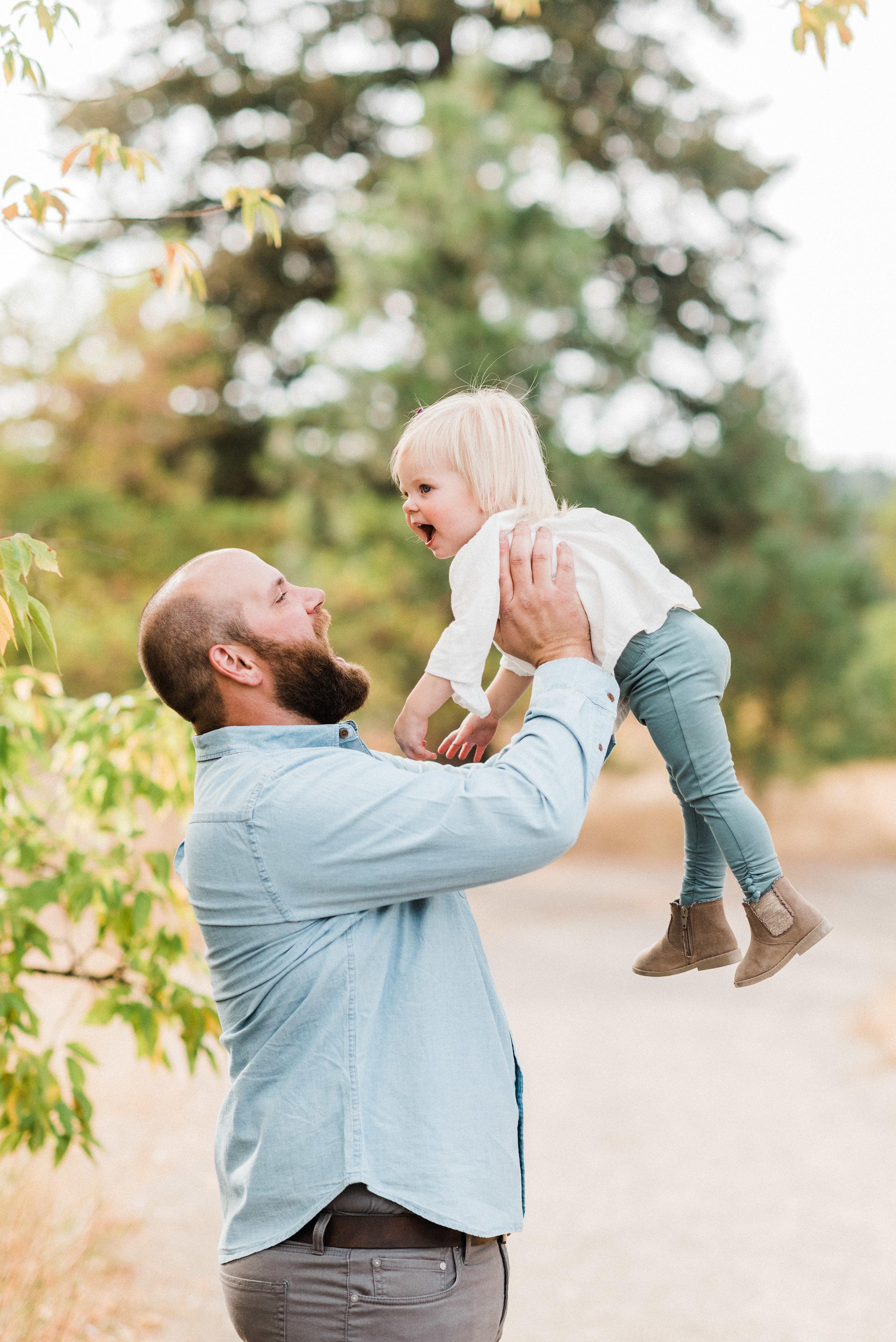 spokane_fall_family_maternity_session (8 of 16).jpg
