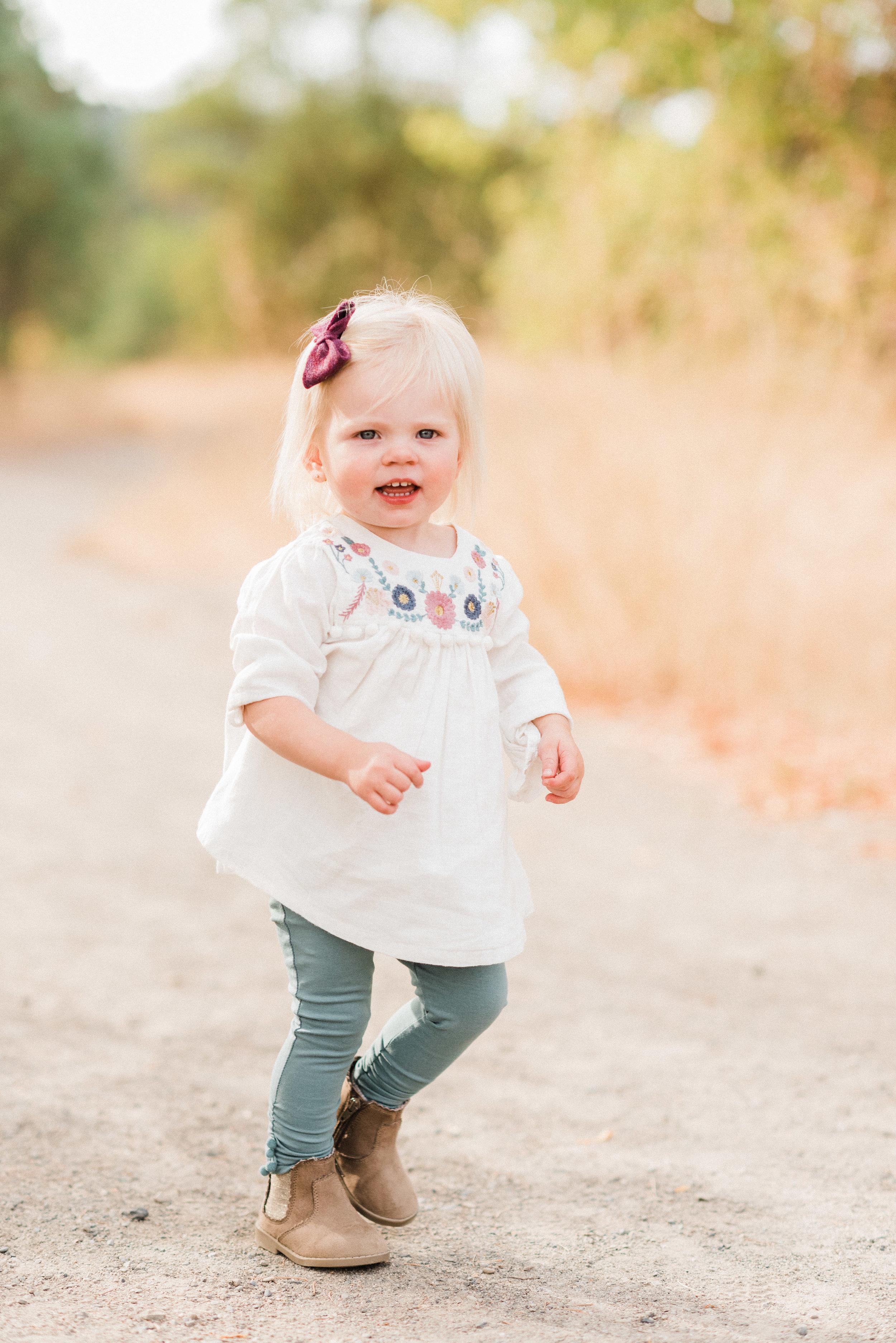 spokane_fall_family_maternity_session (9 of 16).jpg
