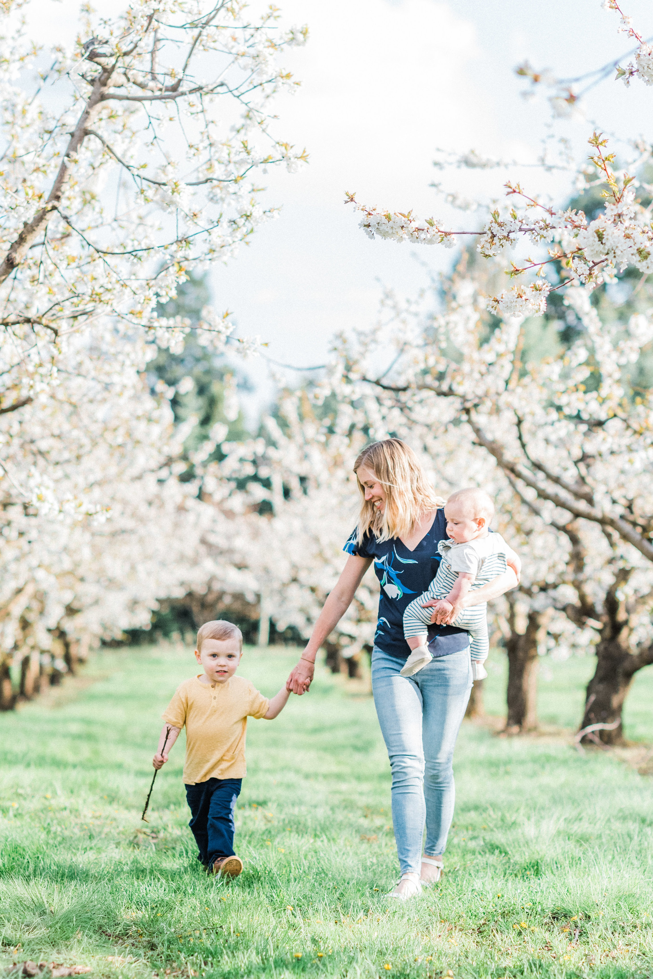 spokane_baby_session_orchard_spring-13.jpg