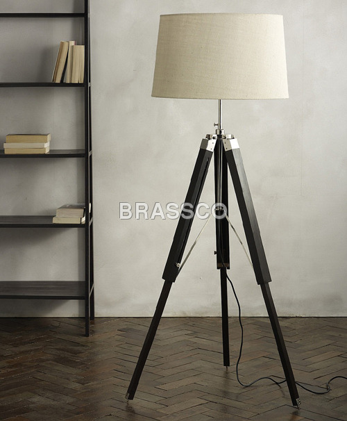 €260 WOODEN ROOM LAMP HEIGHT-120CM