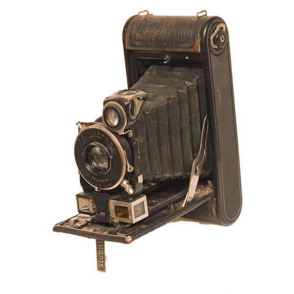 Kodak 1 A Auto Special Camera   1914-1916 This version of the folding bellows camera had a coupled rangefinder which pioneered the concept of focusing while simultaneously judging the distance. The name Autographic signified that the photographer could actually write notes onto the film while it was in the camera. A special window and stylus for scratching notes were built into the camera.