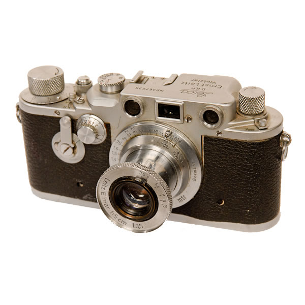 Leica 3D   1939-1947. The first Leica to have an internal self-timer. There were only 427 cameras made. This model was probably made between 1941 to 1944. The Leitz company was sought after by both eventual sides of the WWll conflict, selling to the Luftwaffen, Japan, US and Sweden. Another interesting thing about this camera was that Leitz did not make any other self timer cameras until 1954.