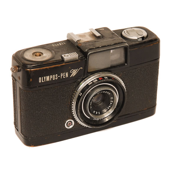 Olympus Pen W HF   1964-1965. Olympus Kogaku was founded in 1919 as Takachiho Seisakusho as a manufacturer of microscopes. In 1936 they made their first camera. By 1949 they had been renamed as Olympus Optical Company. Another member of the Pen half frame family. It is fitted with a 25mm F2.8 wide angle lens. This camera was used by Bernie Boston to photograph the aftermath of the attempted assassination of President Ronald Reagan by John W. Hinkley Jr. in March 30, 1981.