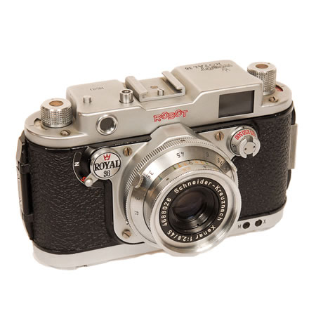 Robot Royal 36     1955-1969 24x36mm full frame on 35mm film rather than the 24x24mm size of previous Royal models. These cameras were very heavy. Royals were the top class models of the Robot Foto and Electronic Company which was founded in 1933 in Dusseldorf, Germany.