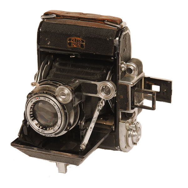 Zeiss Ikonata Camera   1950-1955. Top quality black leather-covered folding rollfilm camera.