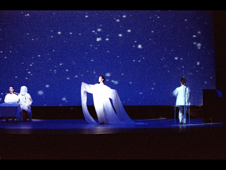 Relative Light Claustro del la Universidad Valencia, 2000 (photo courtesy of Change Performing Arts)