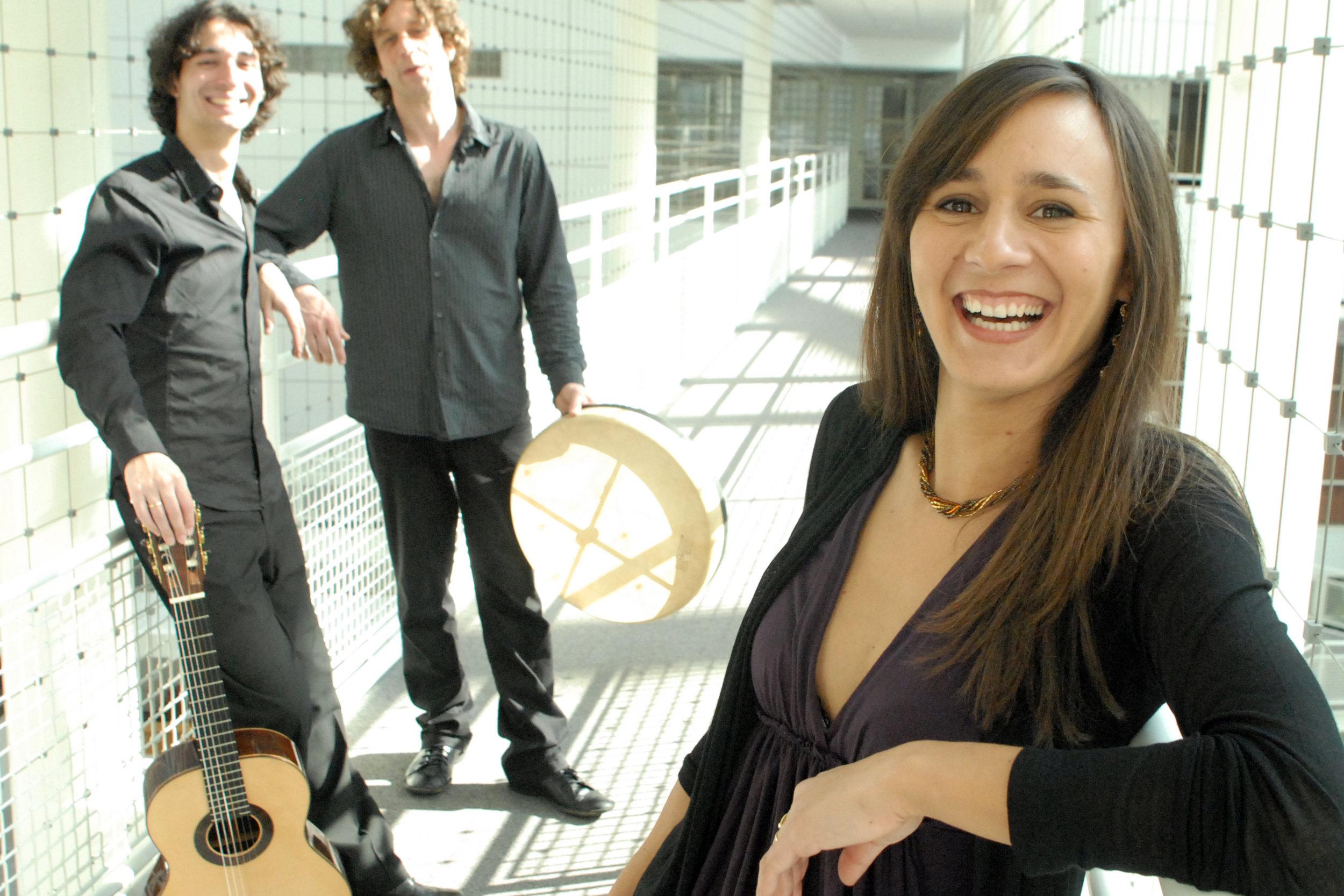 Arturo Ramon flamenco gitaar met Primos del Norte, Erminia Fernandez Cordoba flamenco zang en Udo Demandt percussie ©Martin Pluimers.jpg