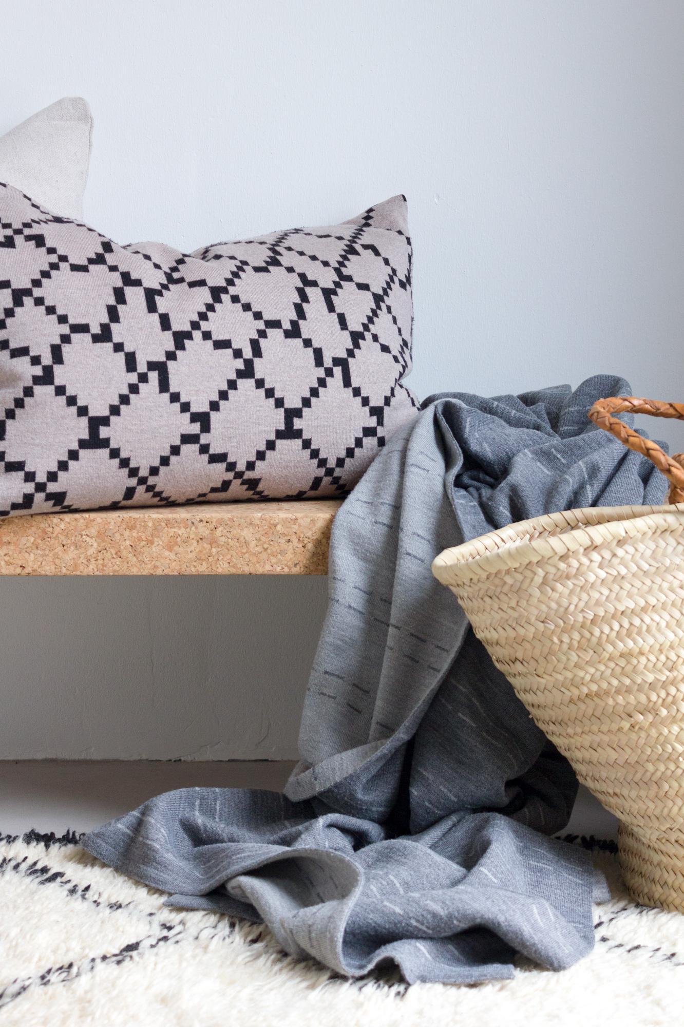 Seitti-tyynynpäällinen ja Polku-peite / Seitti cushion cover and Polku-blanket