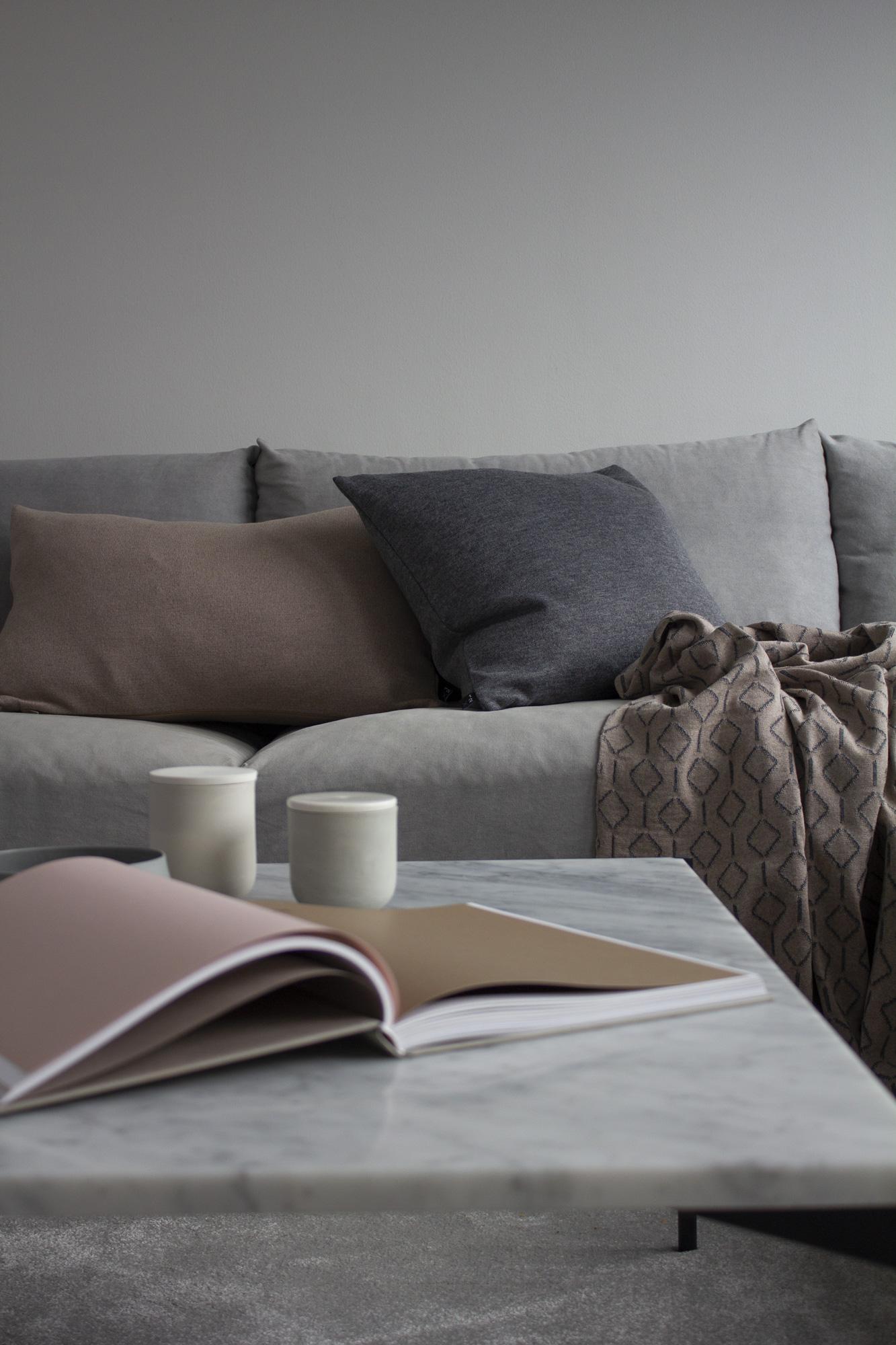 Usva- ja Sumu-tyynynpäälliset ja Rihmat-peite / Usva- and Sumu- cushion covers and Rihmat-blanket