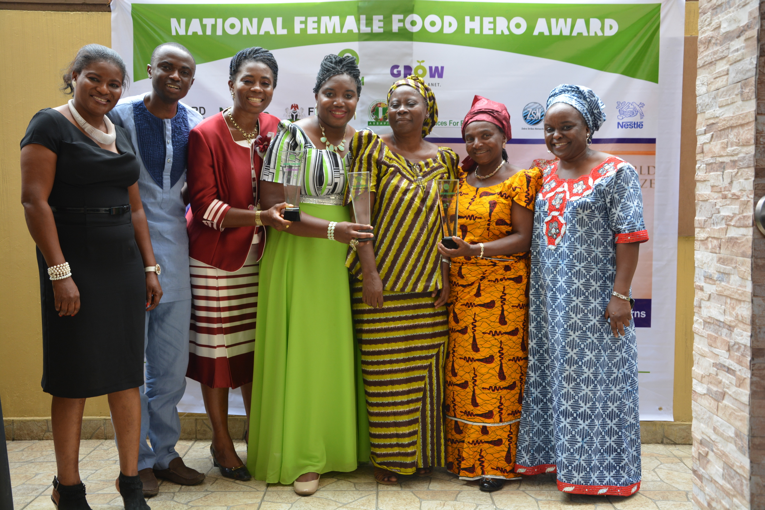 The 3 finalists and Oxfam staff.