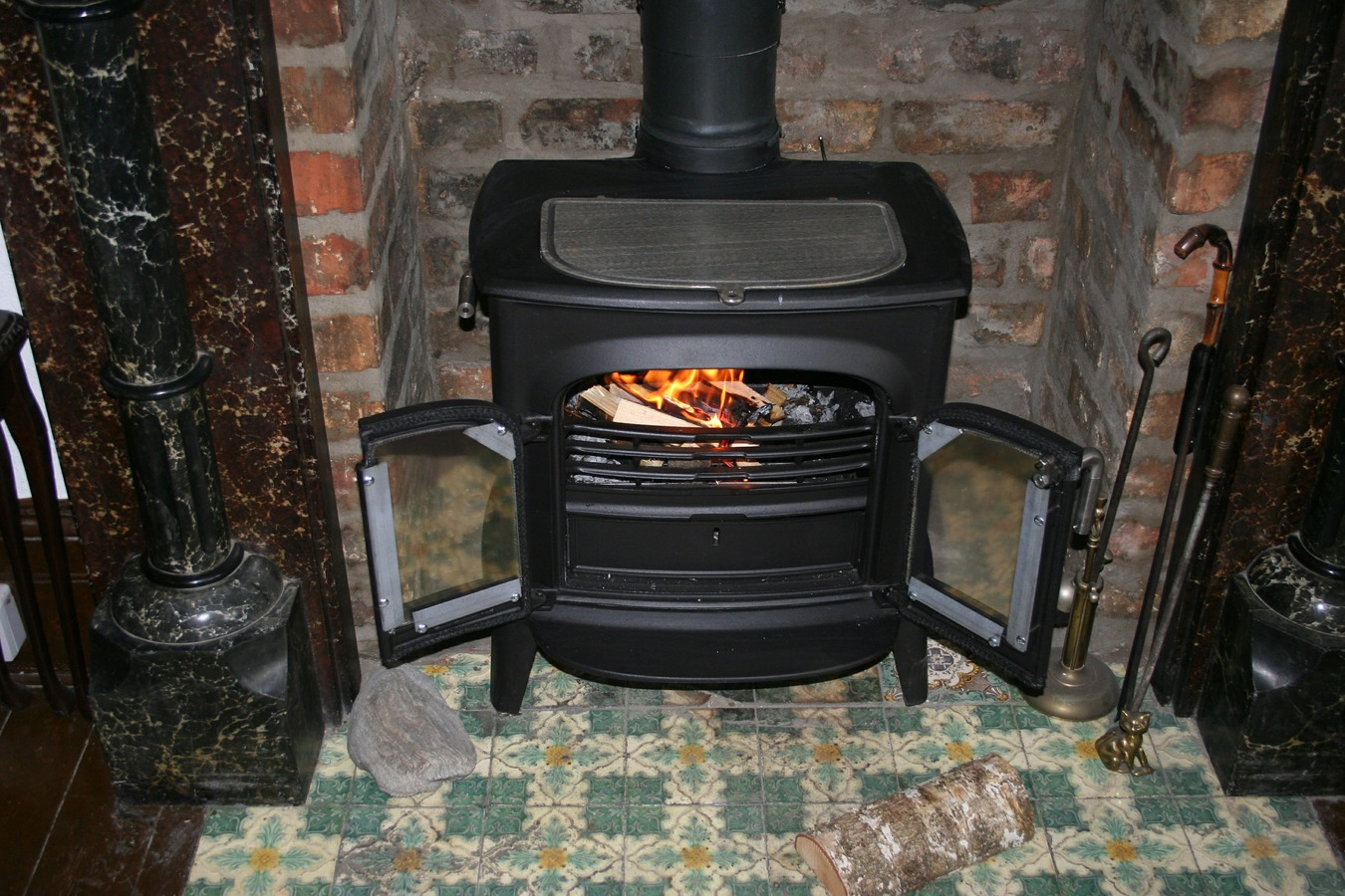 glowing-red-chimney-flame-fire-fireplace-1011899-pxhere.com.jpg