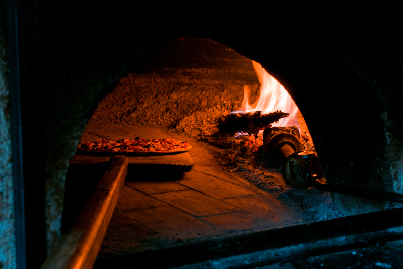 artisan-pizza-food-fire-heat-darkness-1425861-pxhere.com.jpg