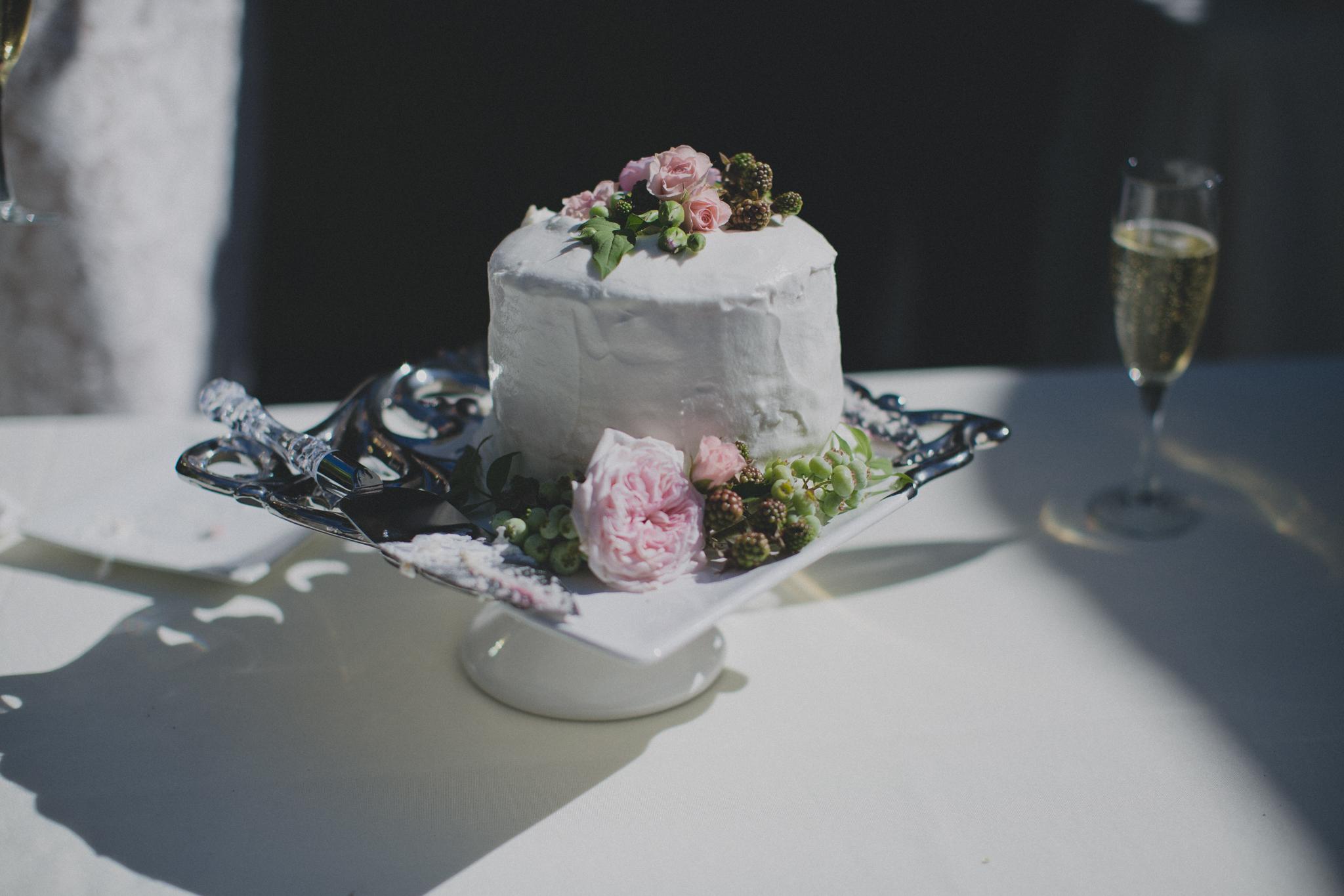 intimate_garden-wedding_portland_cake.jpg