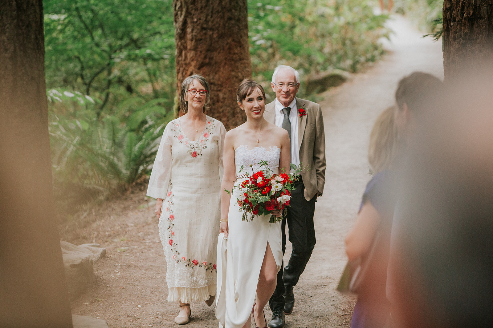 Forest-Park-wedding-bride -with-parents.jpg