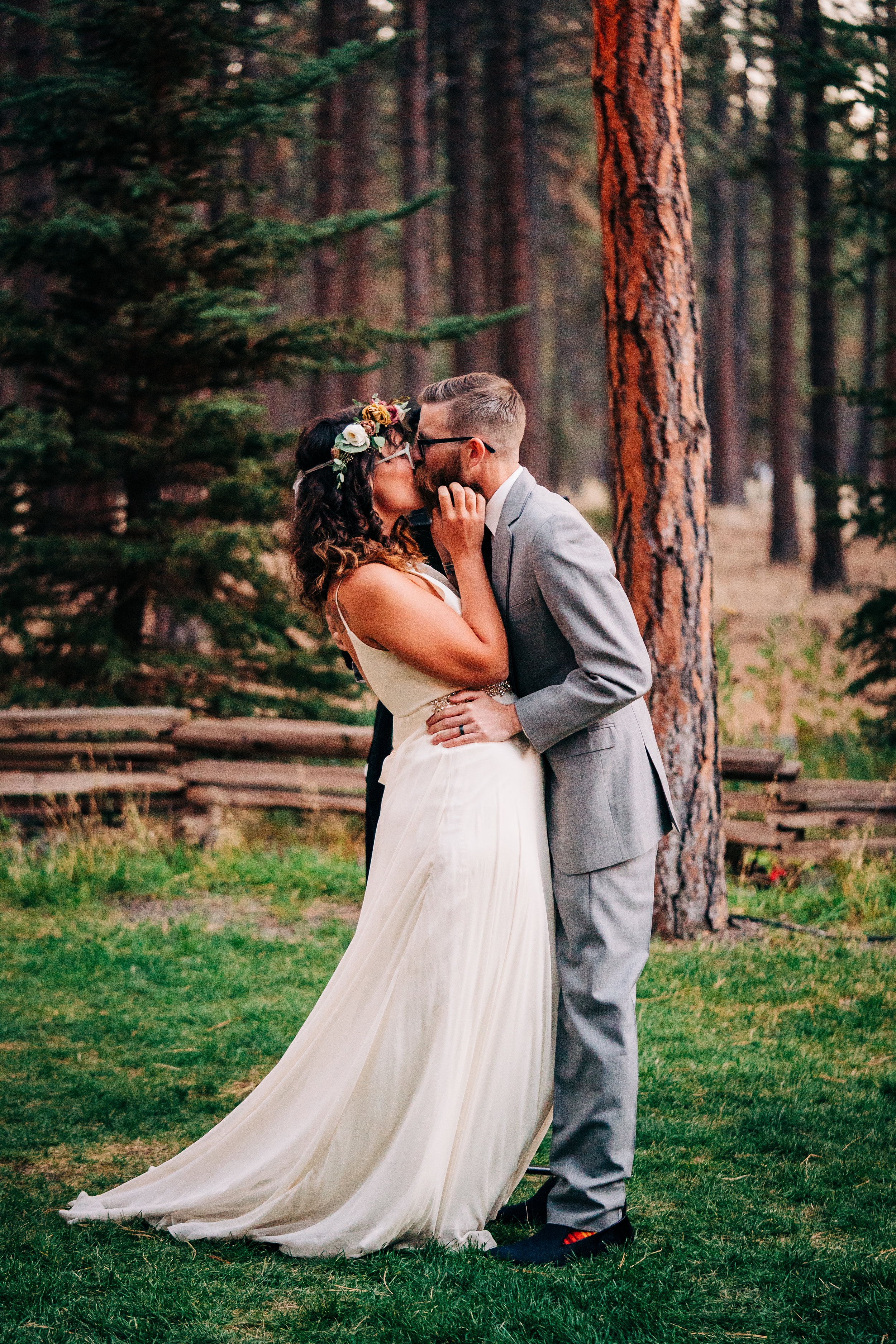 Five_pines_lodge_wedding_kiss.jpg