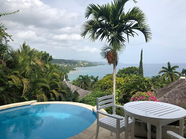 We get a lot calls from families looking for independent villas with the amenities of a resort. @roundhillresort is the perfect spot for young families who need space with service close by. #ctbtravel 🇯🇲 🏝 💦