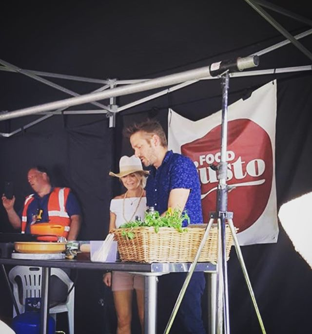 Helen 'the hammer' Cheslyn helping me keep my shizzle together at @gusto_food festival in Syston yesterday 😊