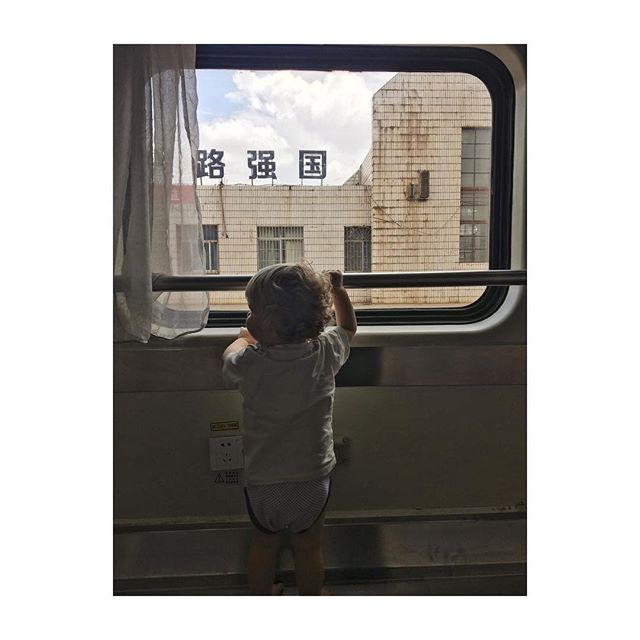 Last train ride, slowly making our way back to Hong Kong. #picturedbyus #florescharlie #yunnan