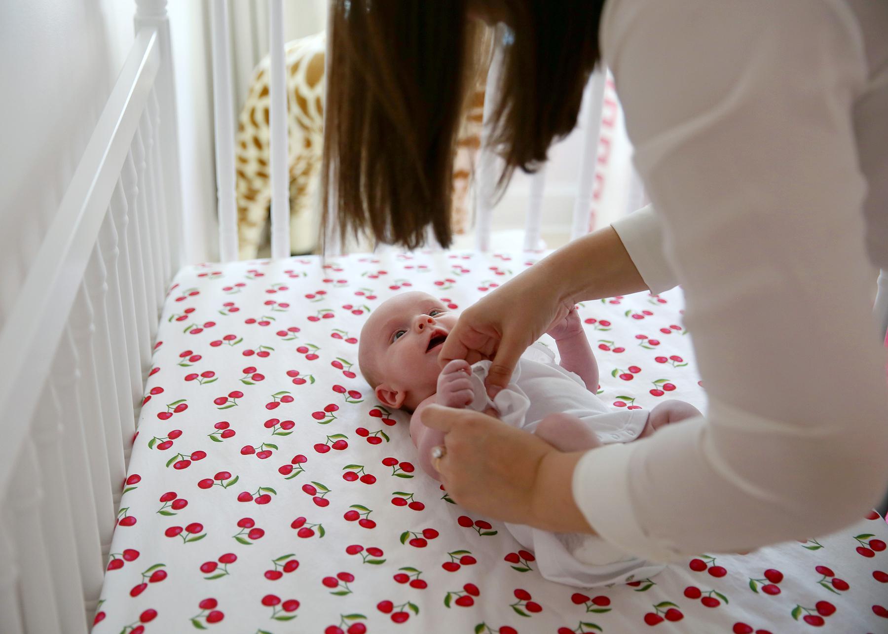 NYC and NJ based newborn lifestyle photographer JENNIFER LAVELLE PHOTOGRAPHY