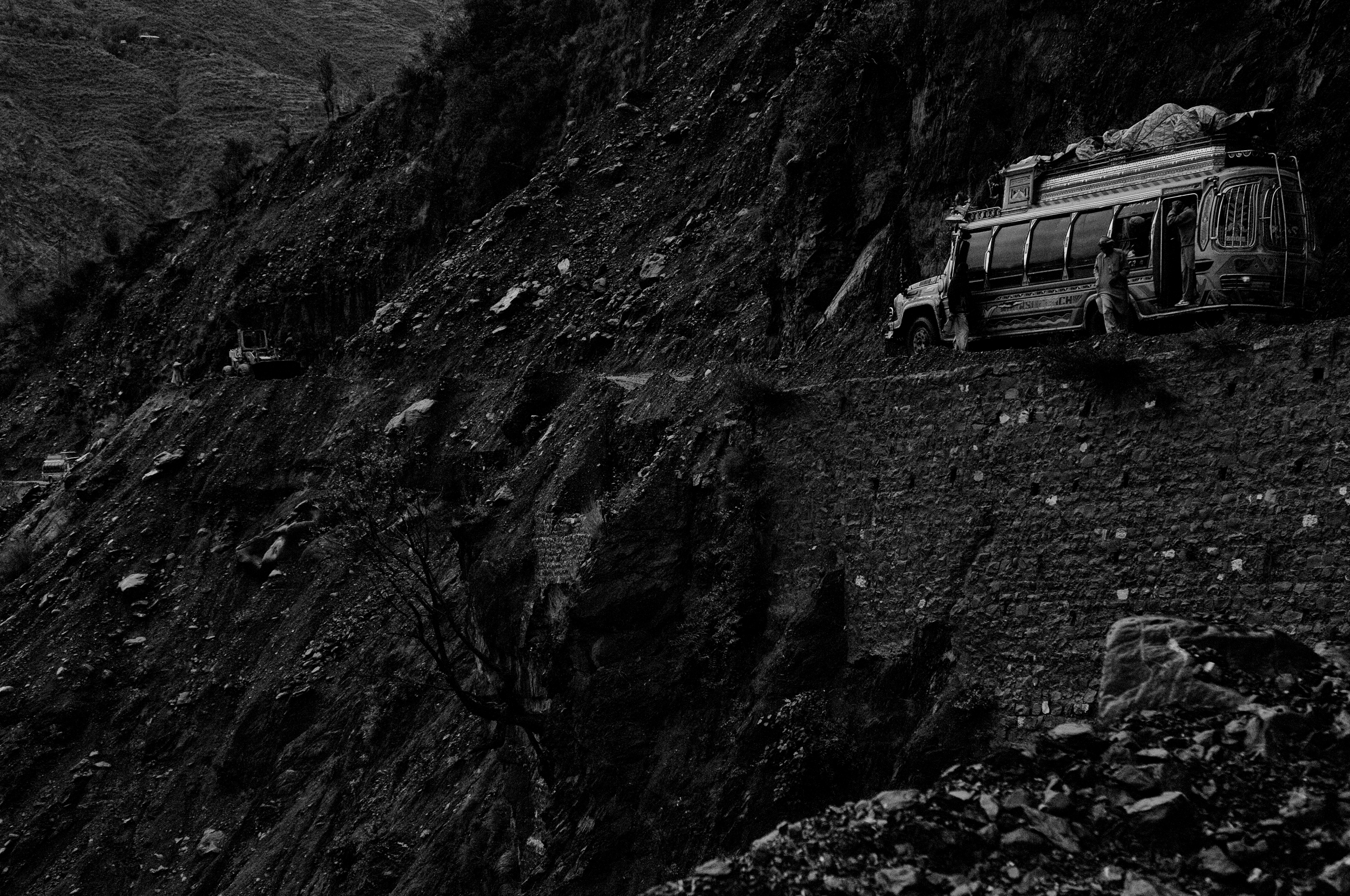 A passenger bus struggles to make the destroyed roads up the mountain after the roads were destroyed near Balakot, NWFP, Pakistan, November 8, 2005. (Photo / Mark Pearson) The massive October earthquake in Kashmir affected one of the highest and most remote places on earth. Difficult terrain slowed the relief effort and the largest scale humanitarian air operations since the Berlin blockade began.