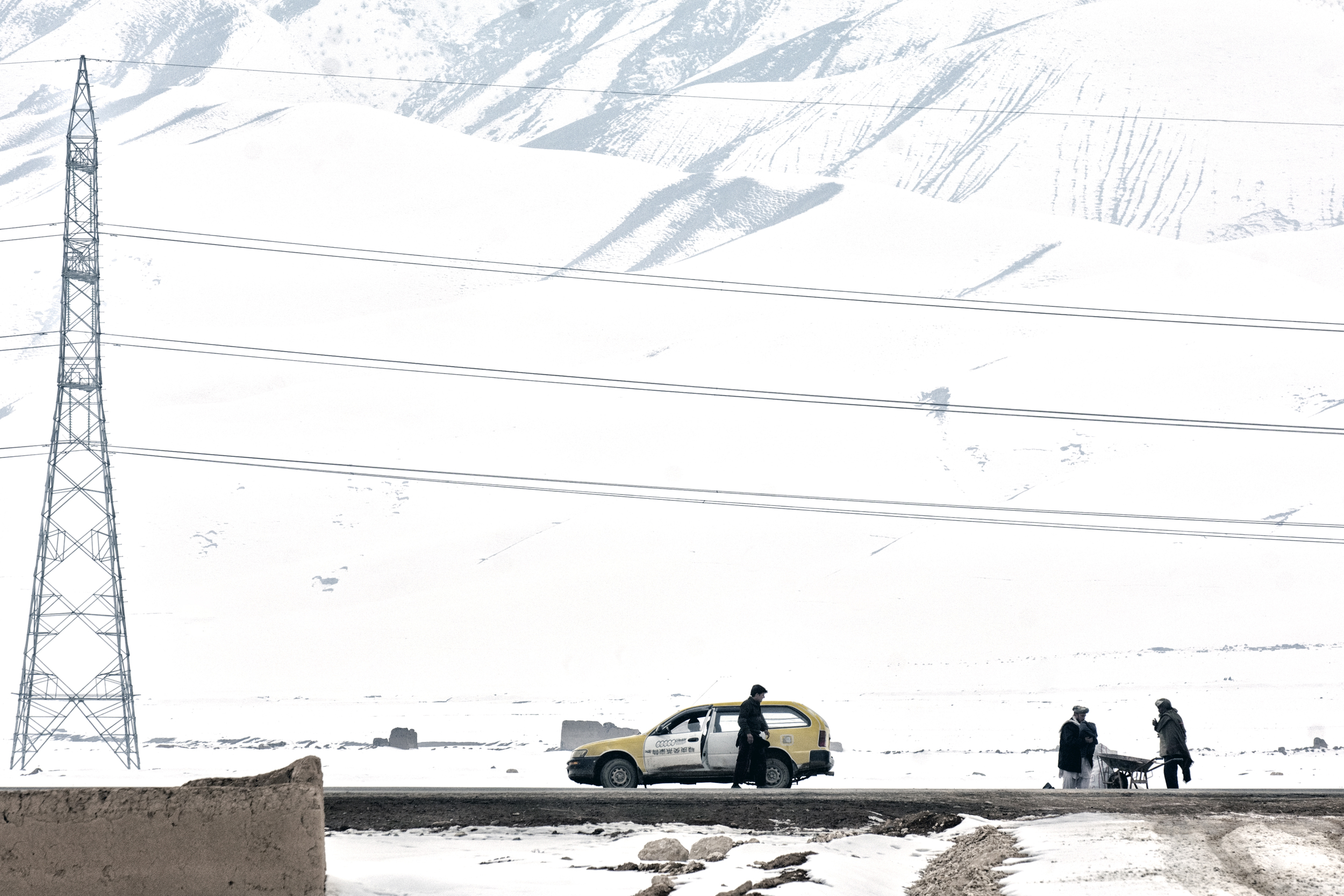 Cars wait outside a displacement camp near  Pul i Khumri , Baghlan Province, Afghanistan, February 13, 2008. (Photo/Mark Pearson)