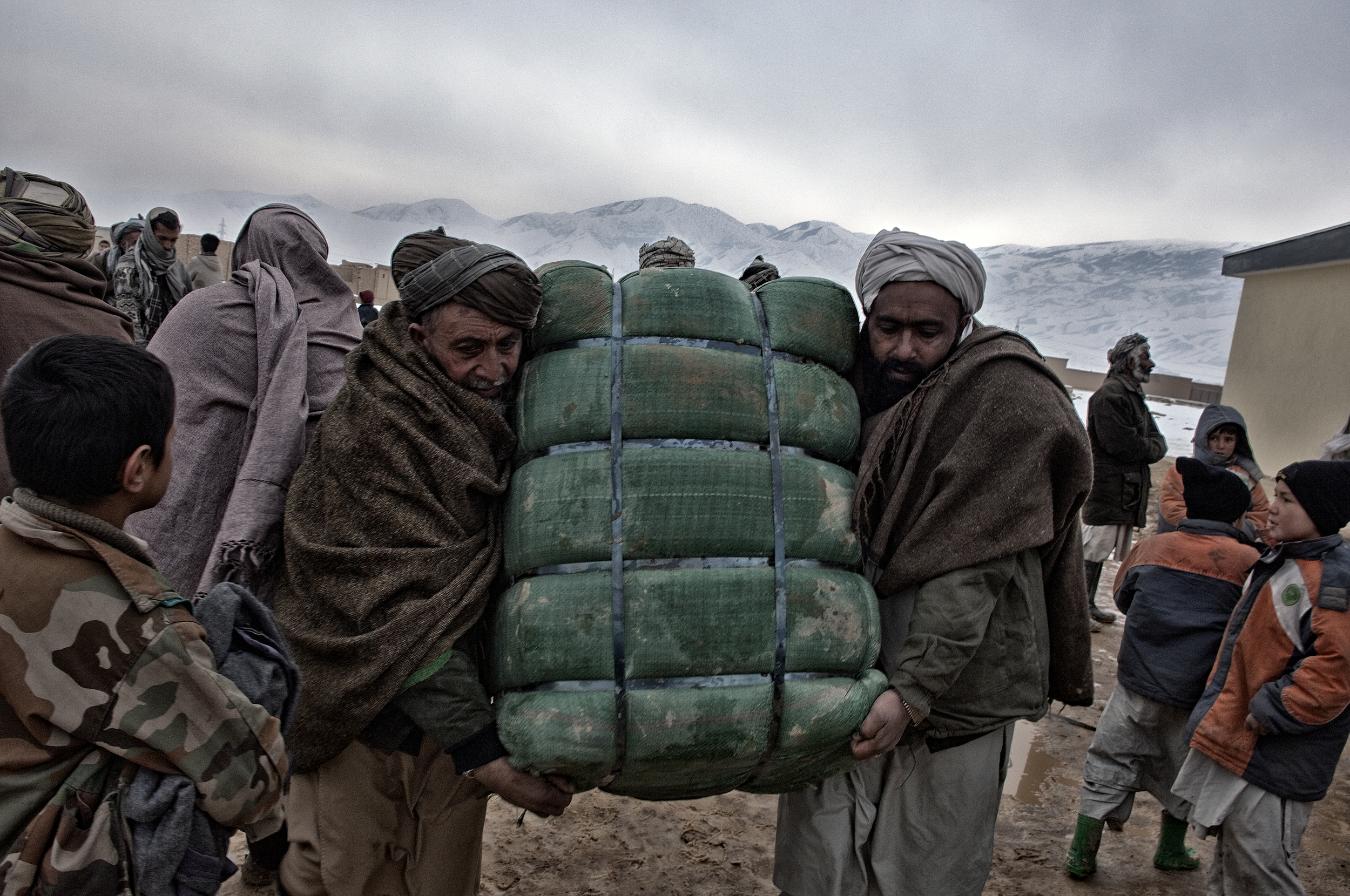 Winterised aid distribution from ACTED to a displacement camp near Pul i Khumri ,  Baghlan Province, Afghanistan, February 13, 2008. (Photo/Mark Pearson)
