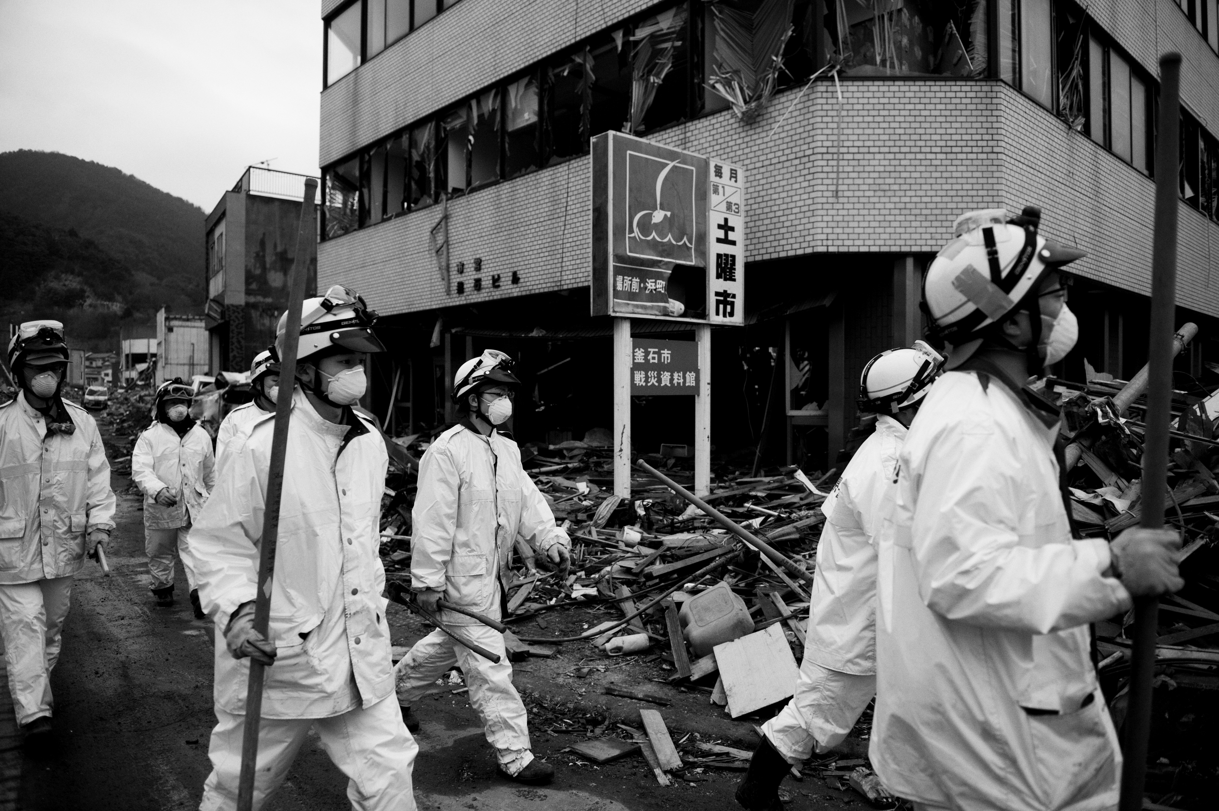 Japanese police search for survivors after the 2011 Tōhoku earthquake and tsunami in   Kamaishi  , Iwate, Japan, March 23, 2011. (Photo / Mark Pearson) Japanese National Police Agency confirmed 15,884 deaths,     6,147 injured,     and 2,636 people missing  .