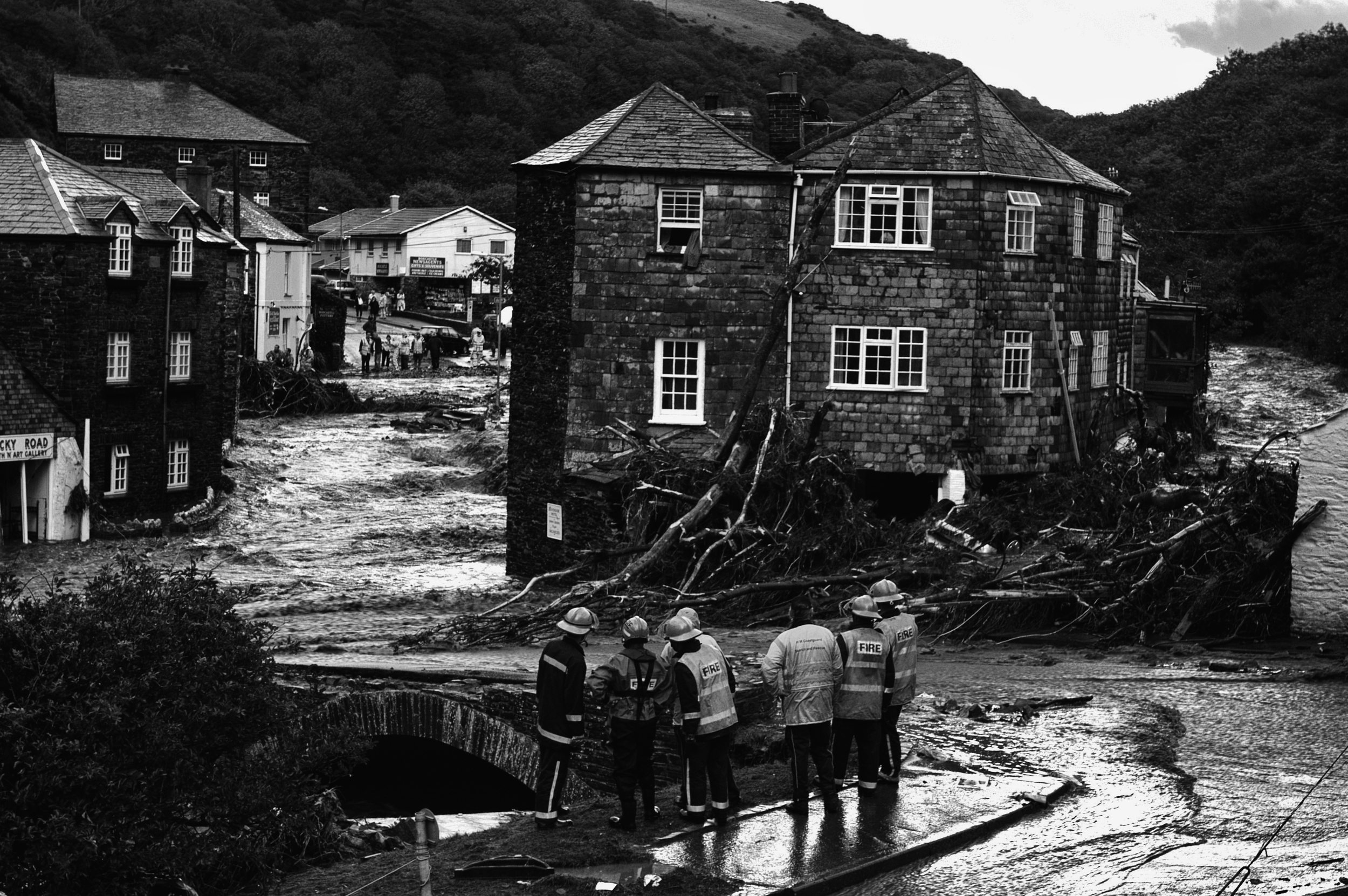 Fire brigade search and rescue fast rope teams looking for flood victims in Boscastle, Cornwall, August 16, 2004. (Photo/Mark Pearson)
