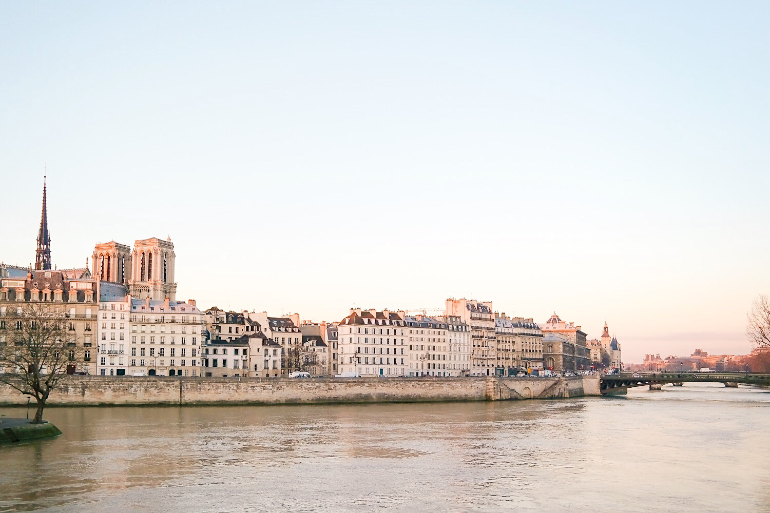 Sunrise over the Seine