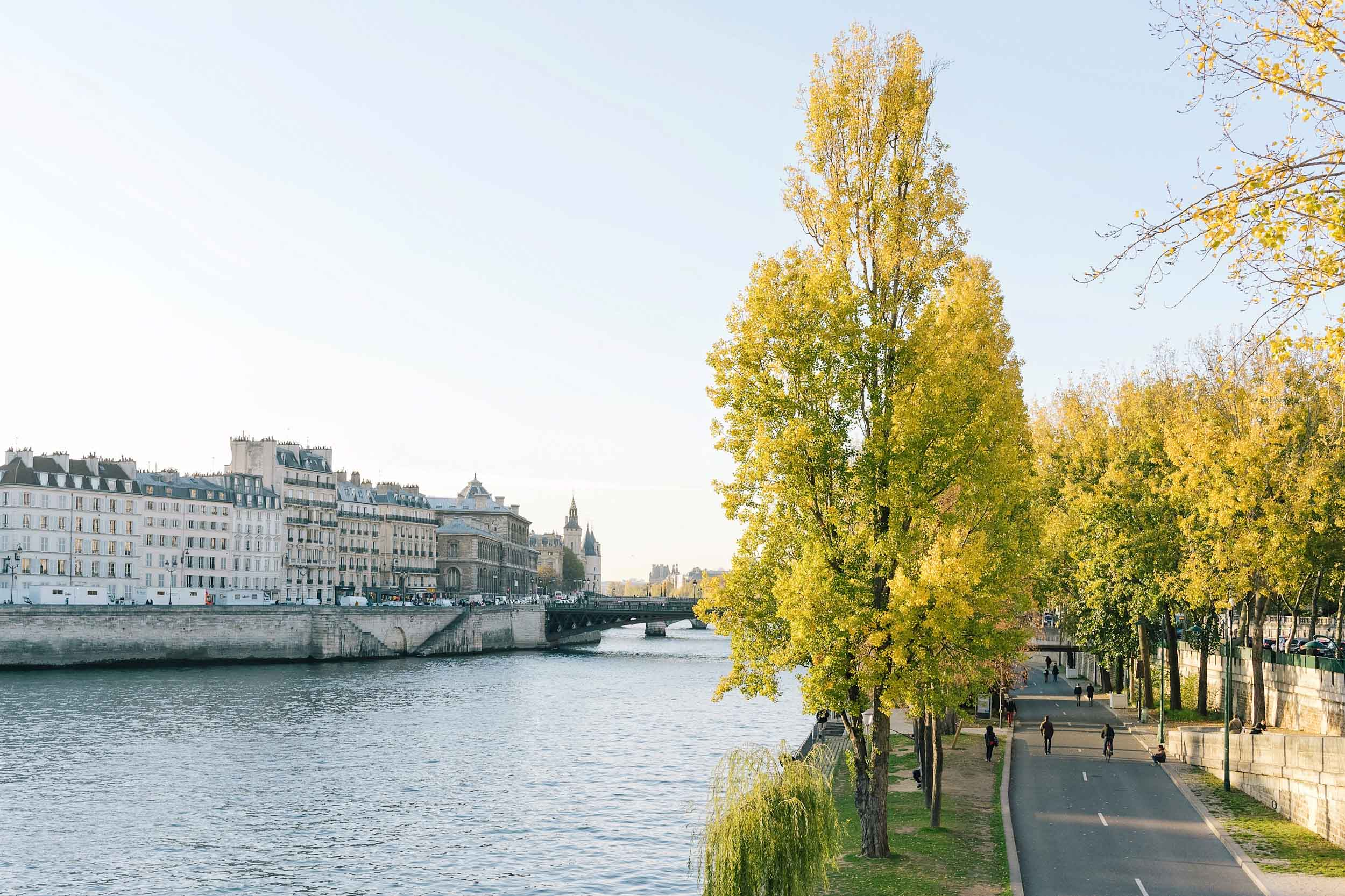 In fall the temperature in Paris starts to drop back down fairly quickly, with lows of 39 by November and highs of 69 still in September