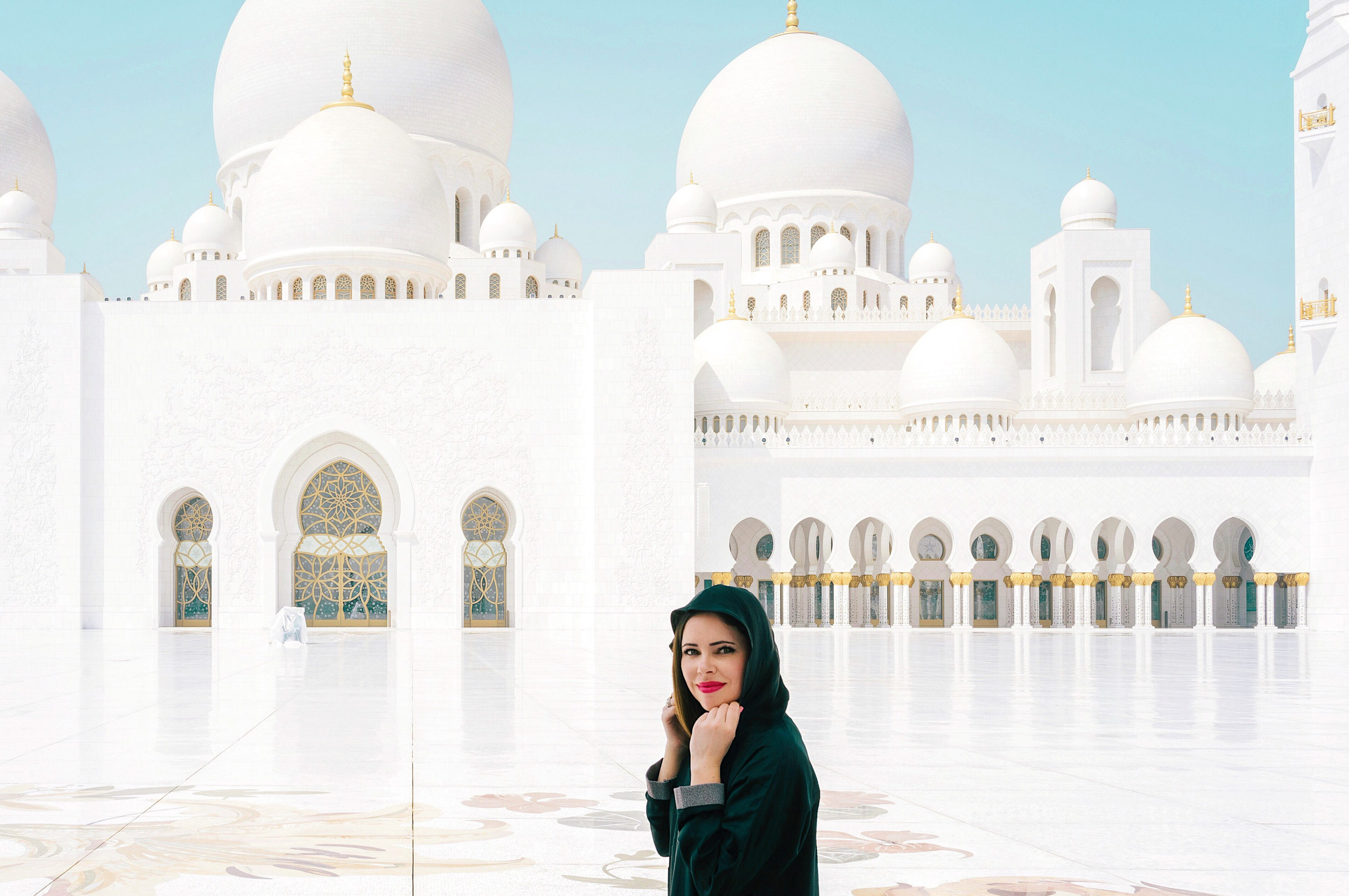 Things to do in Dubai - visit the Sheikh Zayed Grand Mosque