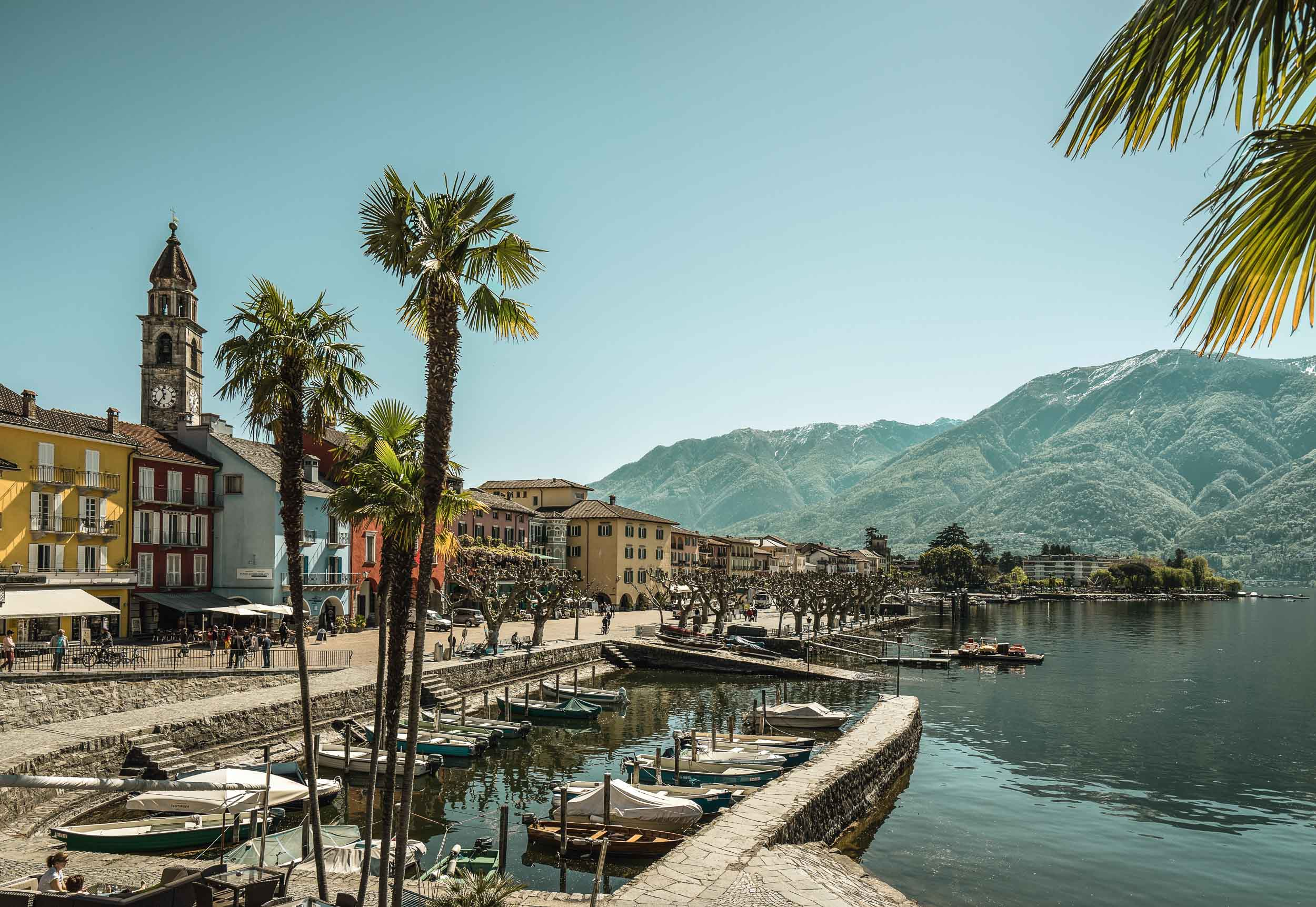 Spring on the lakeside promenade, Ascona. Copyright by: Switzerland Tourism