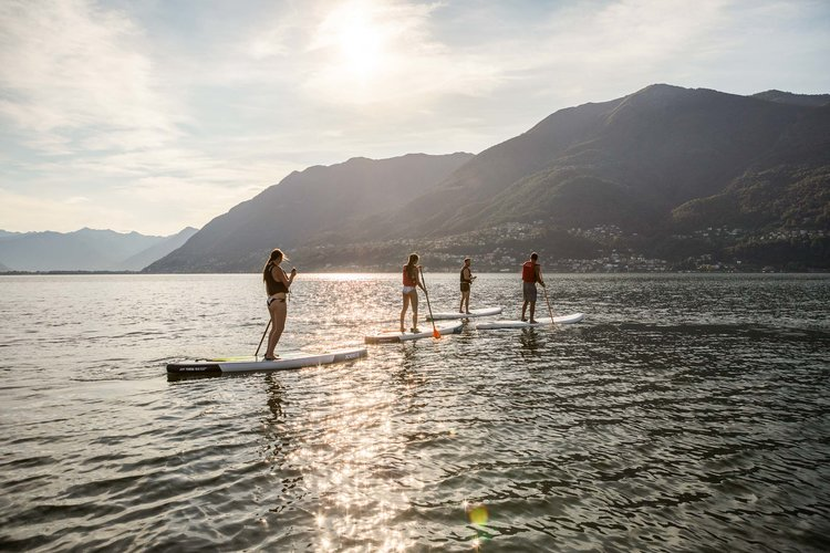 Hotel guests at the morning stand up paddling on lake Maggiore. Copyright by: Switzerland Tourism