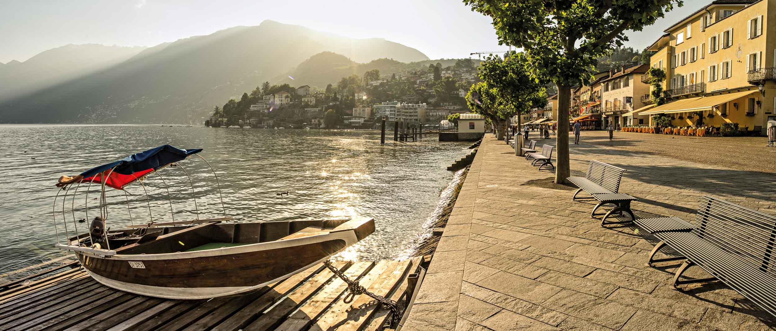 Evening at the lake promenade, Ascona. Copyright by: Switzerland Tourism