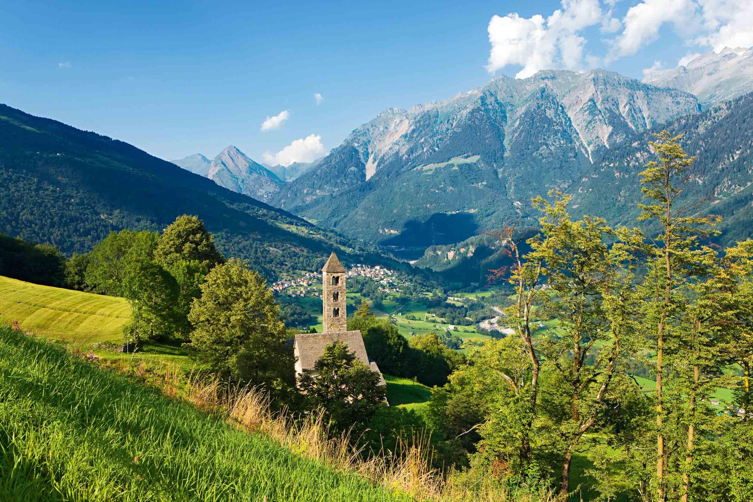 Canton Ticino. San Carlo di Negrentino, view across the Bleniotal. Copyright by: Switzerland Tourism