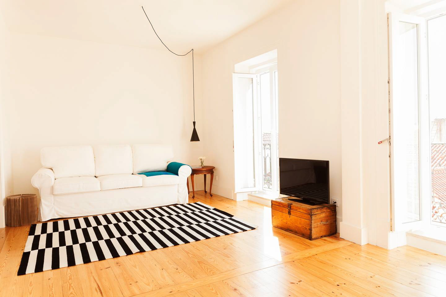 Best Airbnbs in Lisbon - Duplex and River View in Center