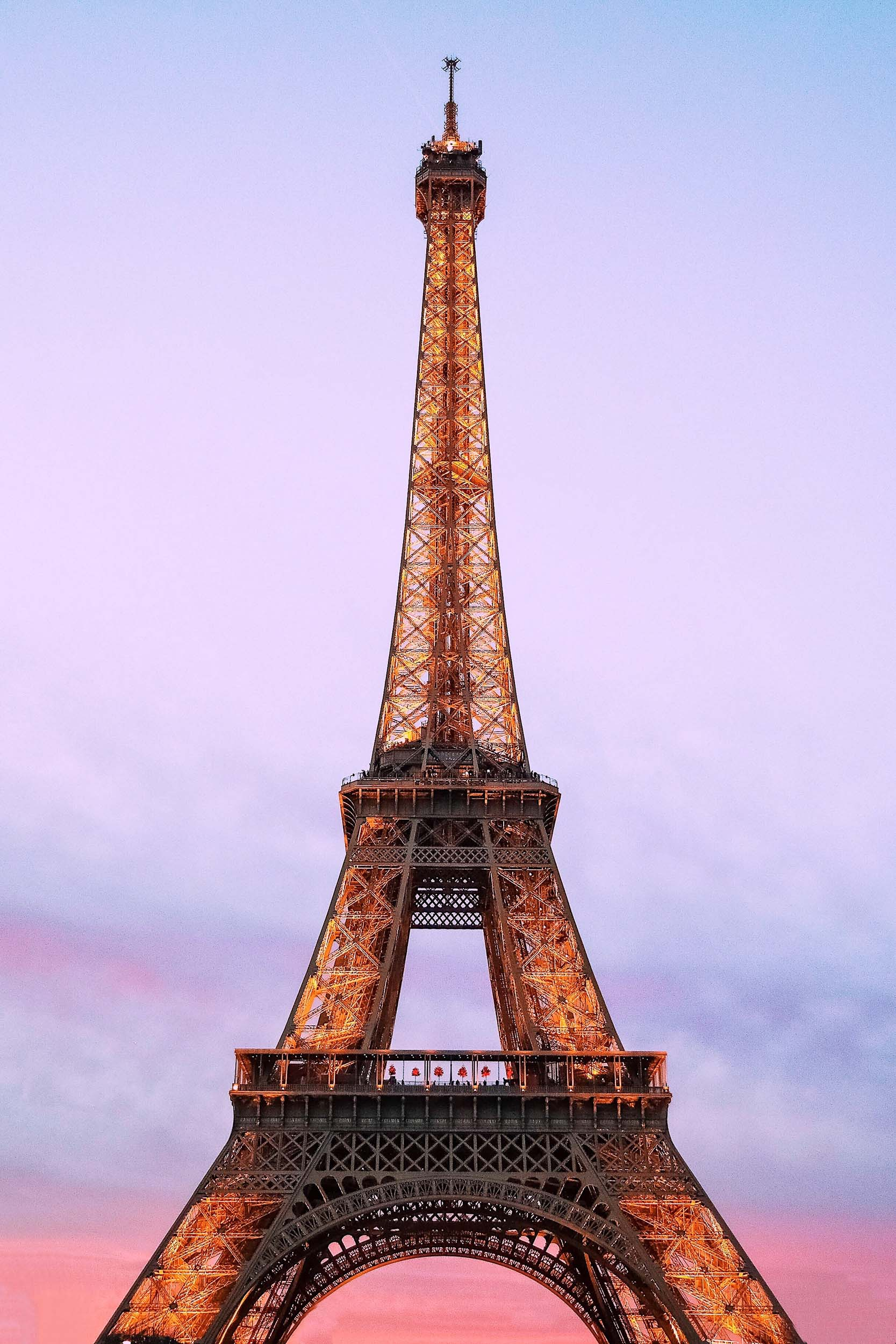 2 days in Paris, 3 days in Paris, 4 days in Paris, or any amount of days in Paris - all Paris itineraries must include a visit to the Eiffel Tower at night