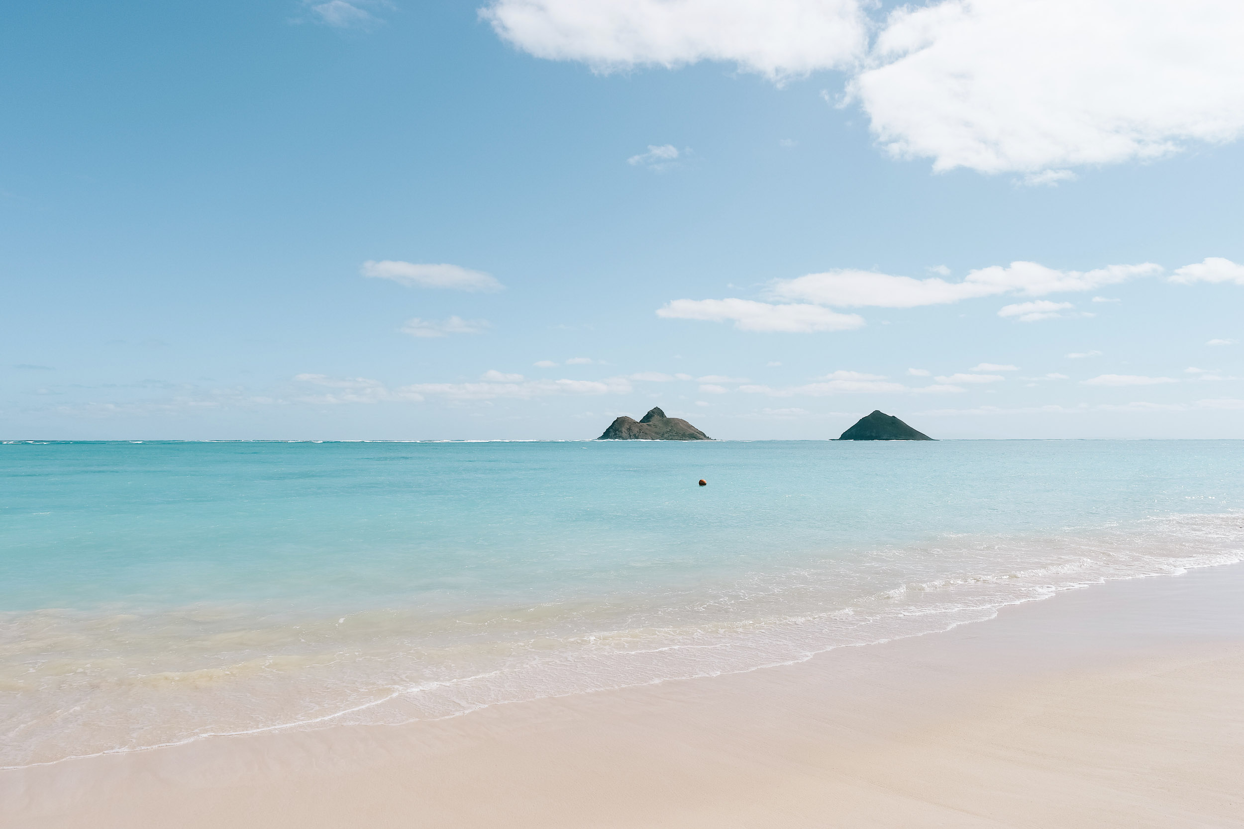 Turquoise water and perfect sand at Lanikai Beach on Oahu