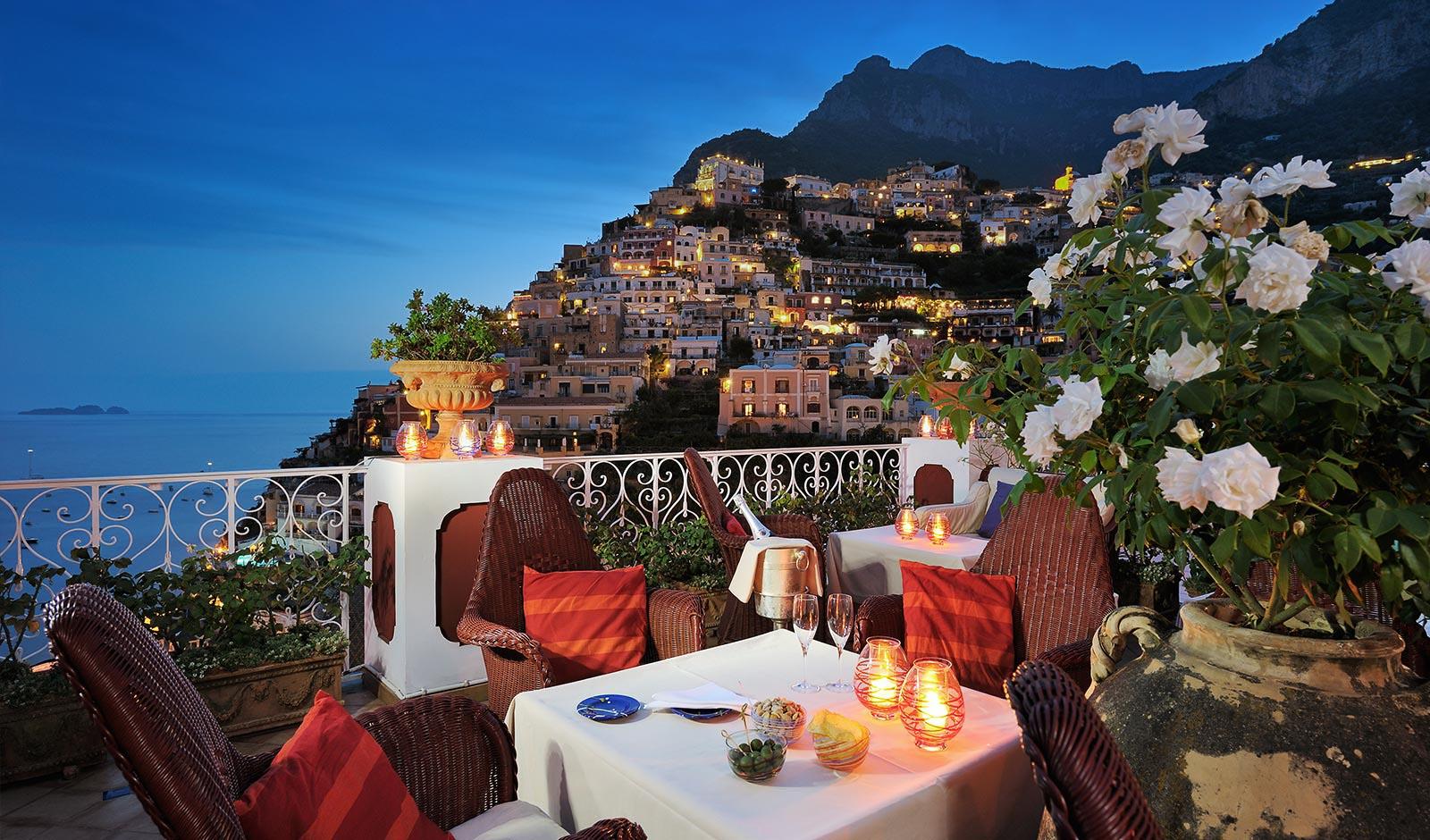 Le Sirenuse's Champagne Bar is a great Amalfi Coast restaurant
