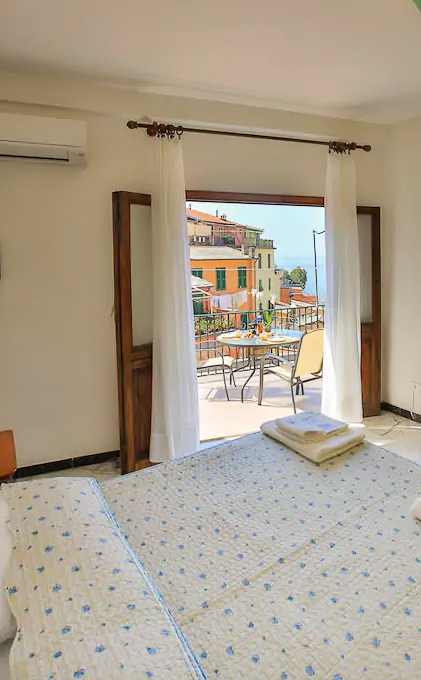 The best Airbnb Cinque Terre have terraces with stunning views!