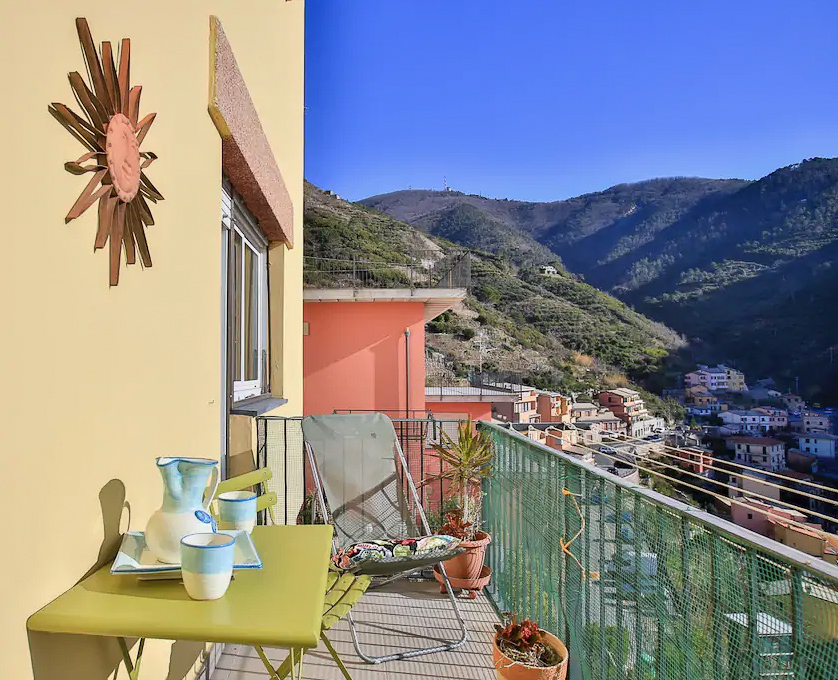 Skip the hotels in Cinque Terre Italy for a b&b instead. Live like a local! #smalltowntravel